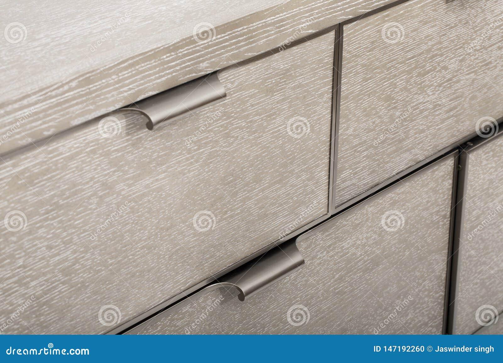 Tabela de madeira isolada no fundo branco - imagem