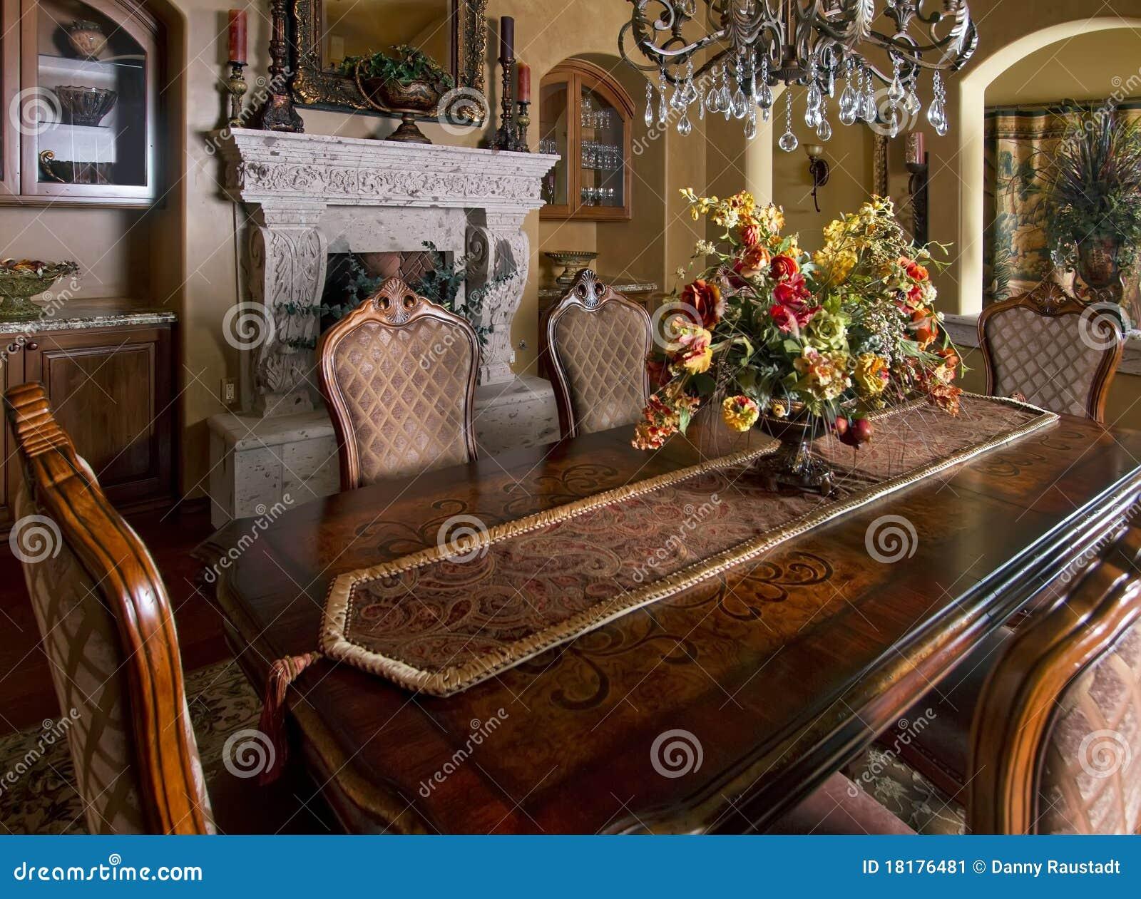 Tabela home da sala de jantar da mansão
