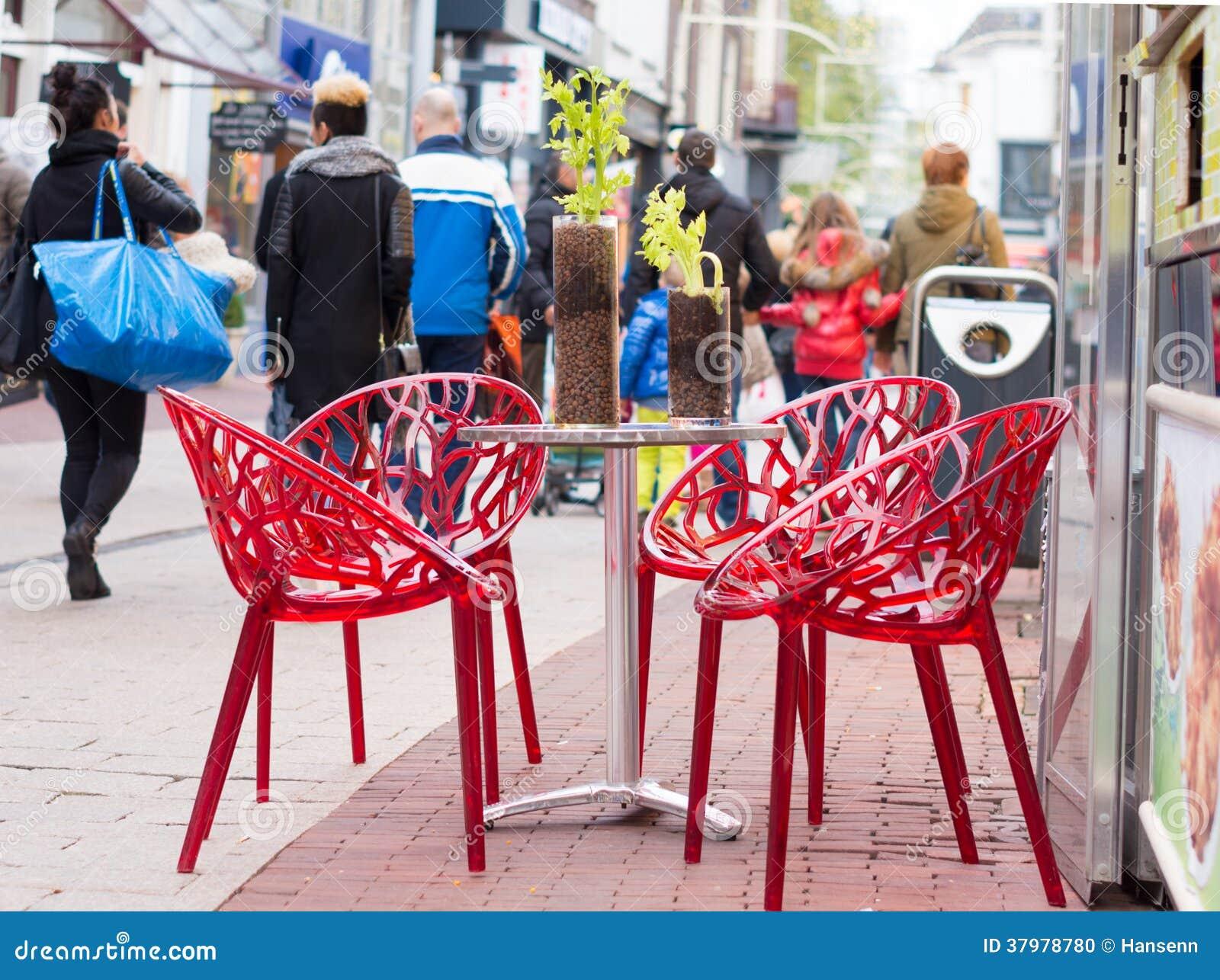 Tabella con le sedie