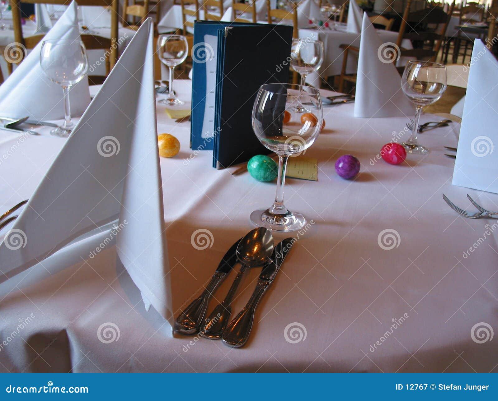 Tabella di pranzo di Pasqua