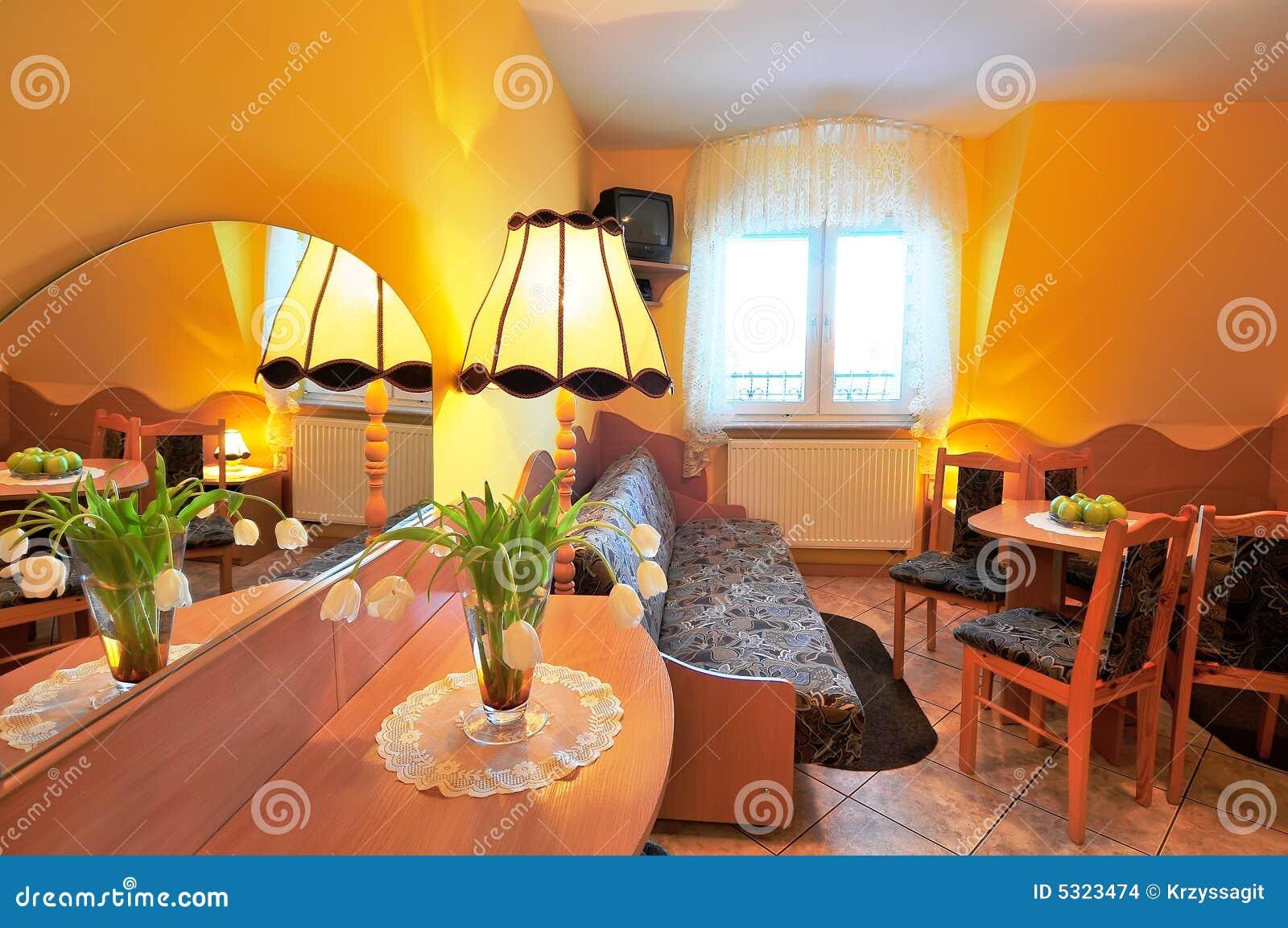 Download Tabella Di Preparazione Nella Stanza Arancione Fotografia Stock - Immagine di particolare, preparazione: 5323474
