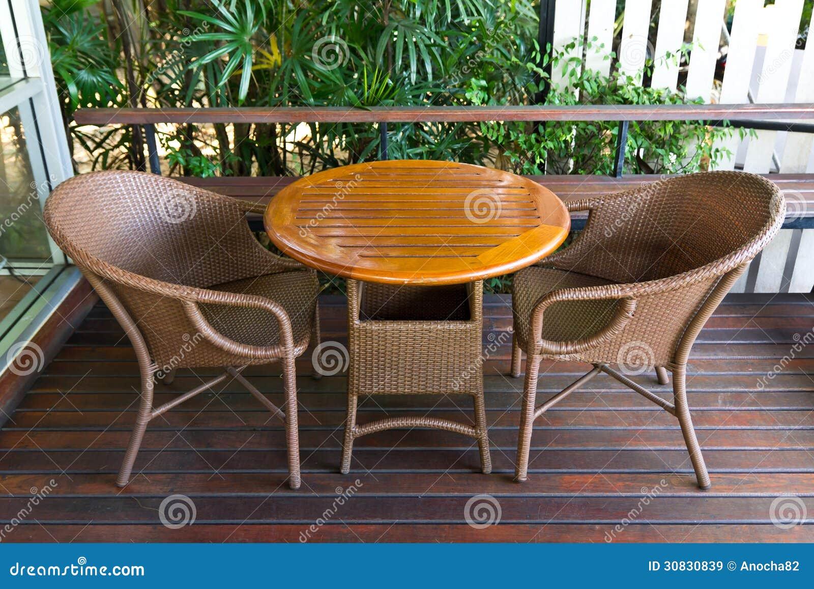 Tabella - sedie di vimini