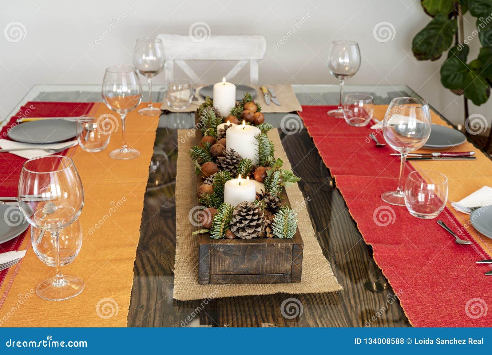 Tabellen som är klar att äta med jul, centrerar