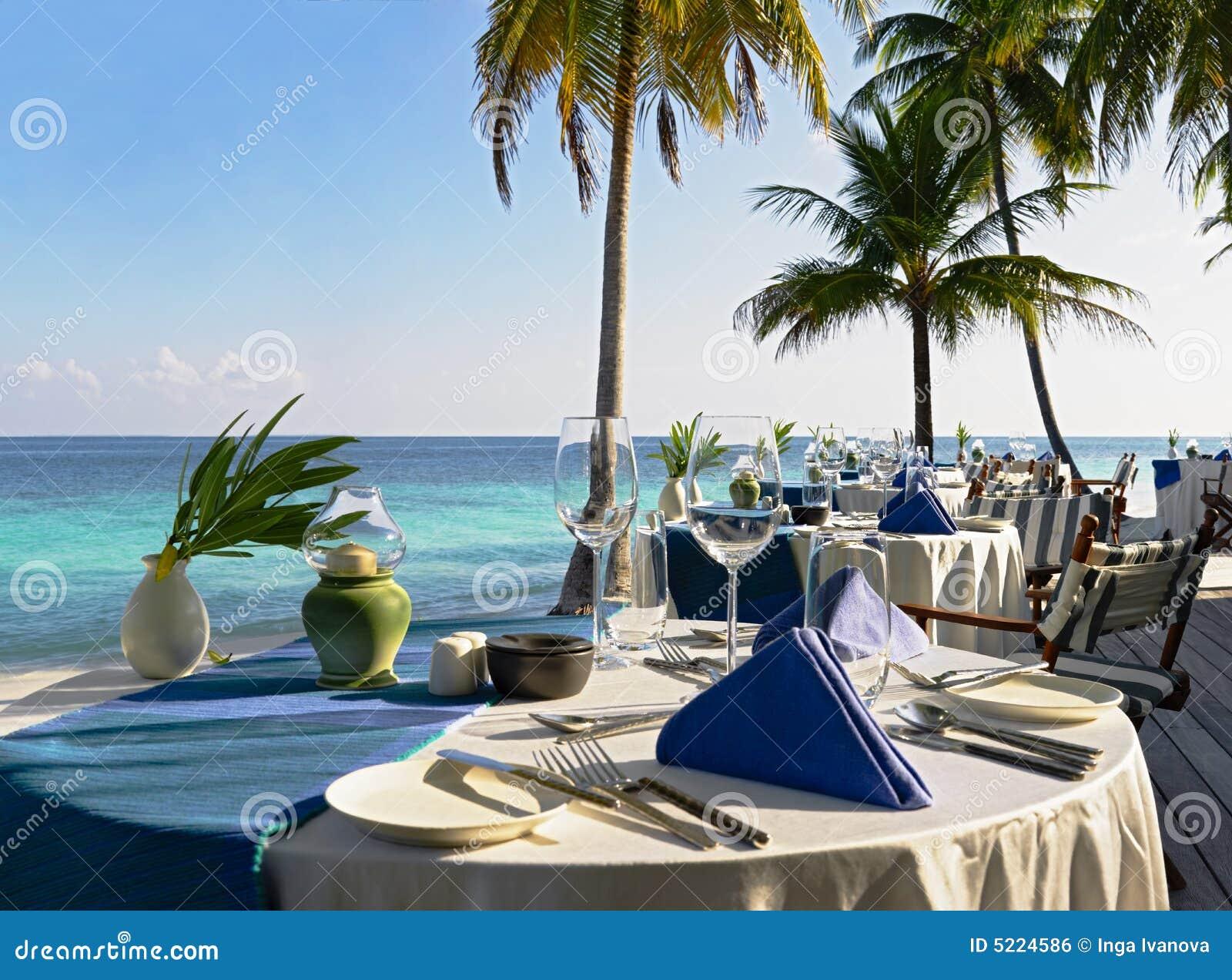 Tabelleneinstellung an der Strandgaststätte