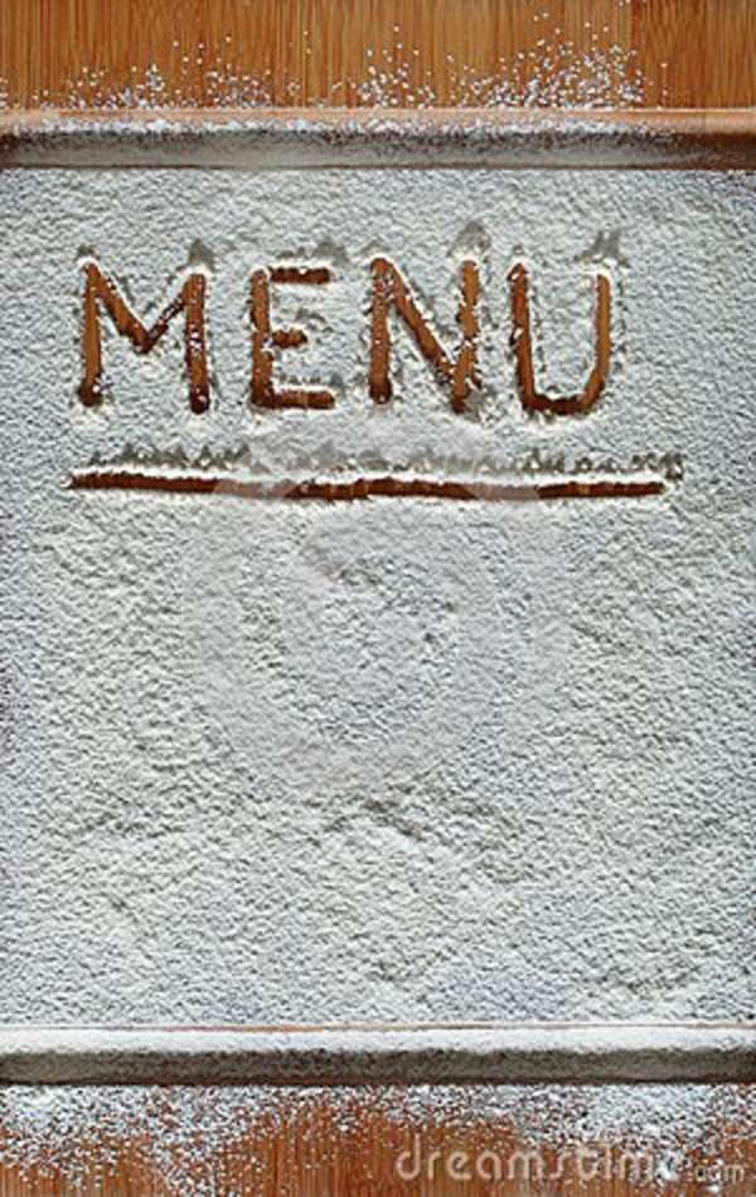 Tabla de cortar del vintage cubierta con la harina espacio para el texto del menú de la receta en viejo fondo de madera