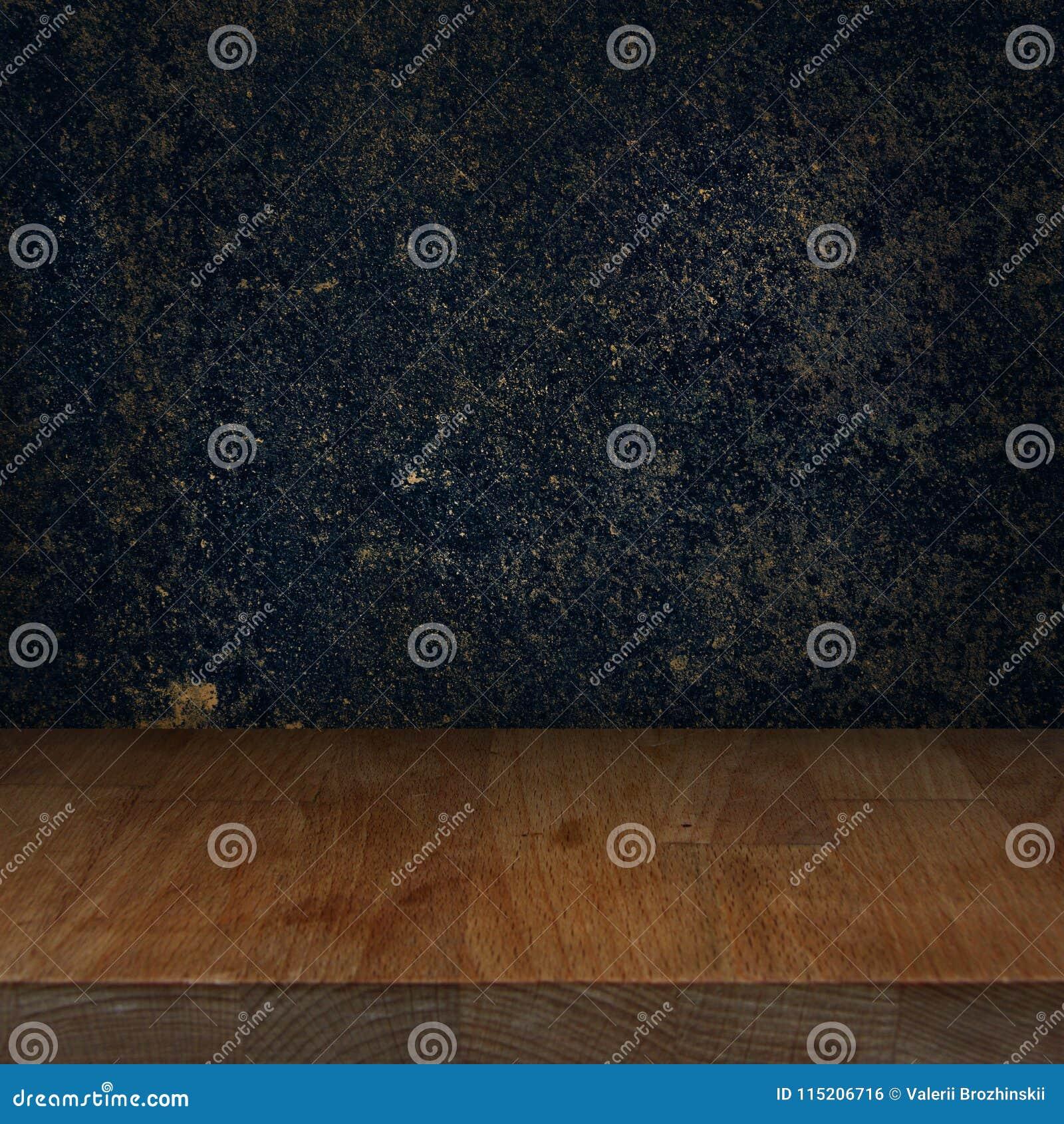 Tabla de madera del top de la cocina con el fondo de piedra oscuro