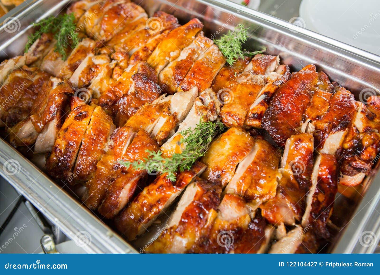 Tabla del evento de la boda de la comida del abastecimiento Línea de la comida fría en la boda Primer delicioso del aperitivo