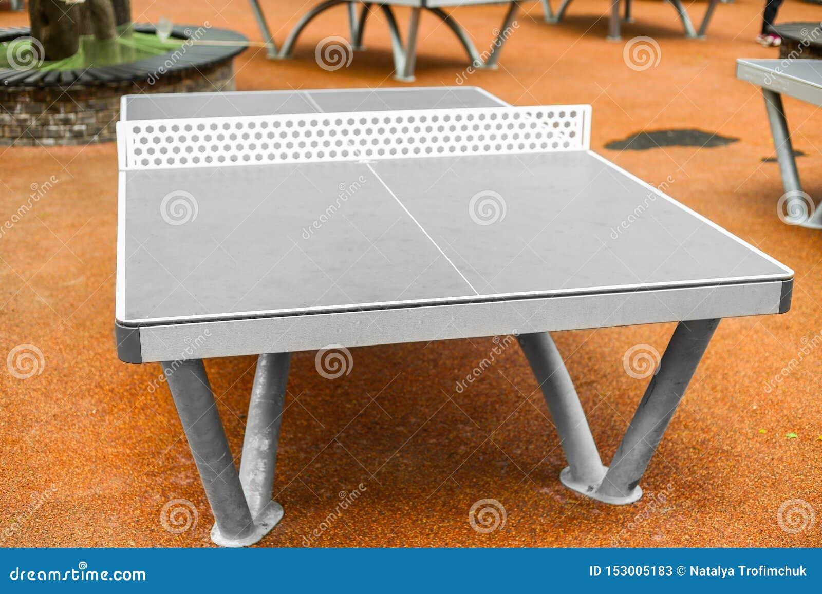 Tabla - tenis de mesa - ping-pong en al aire libre