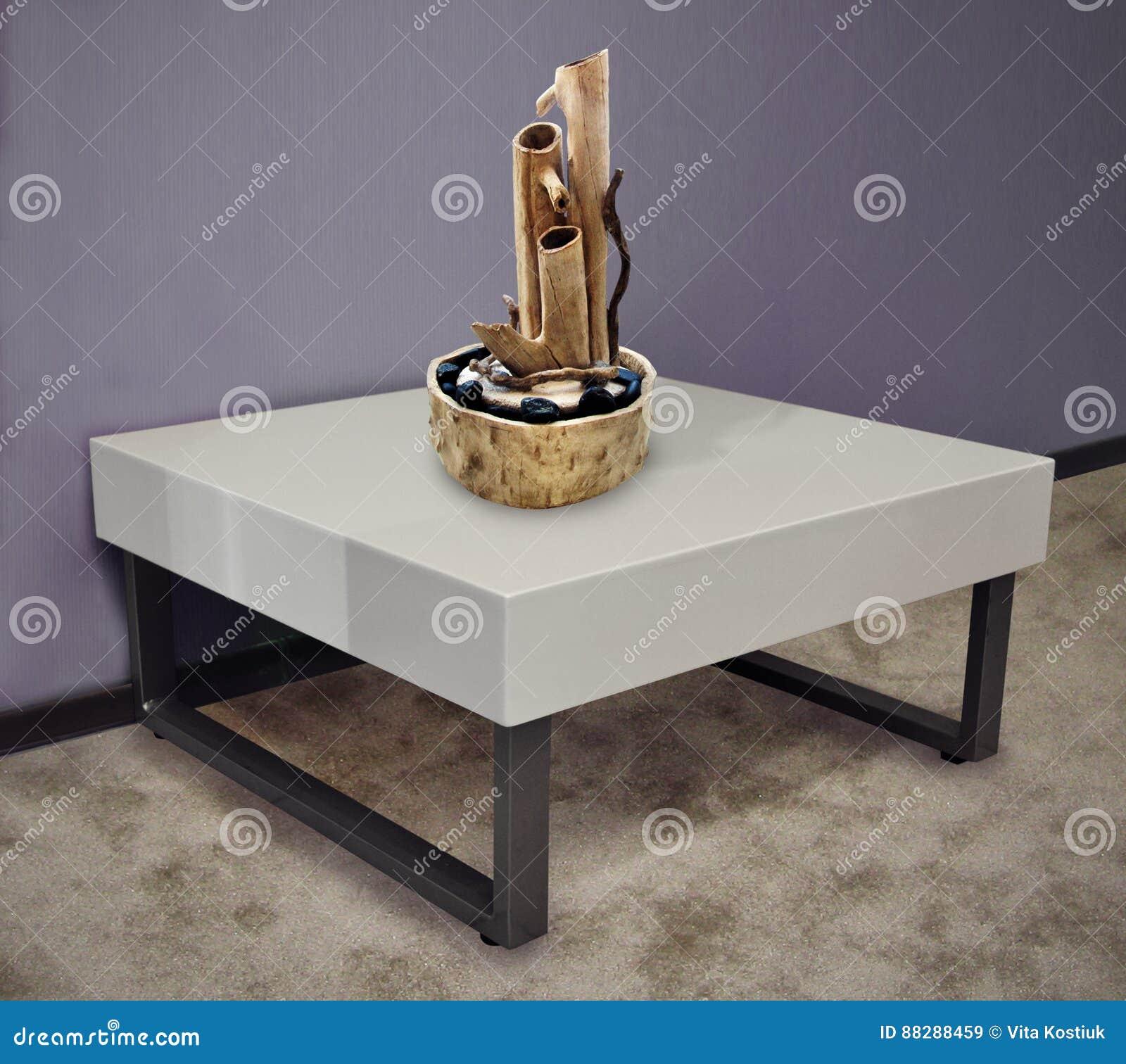 Table Basse En Plastique Dans L Interieur Image Stock