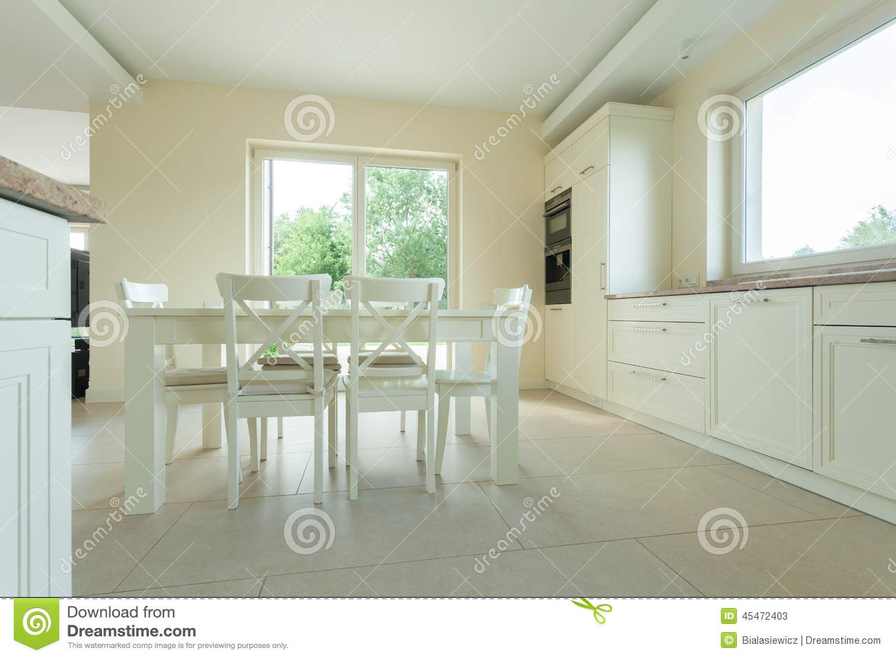 Table blanche dans la cuisine moderne photo stock   image: 45472403