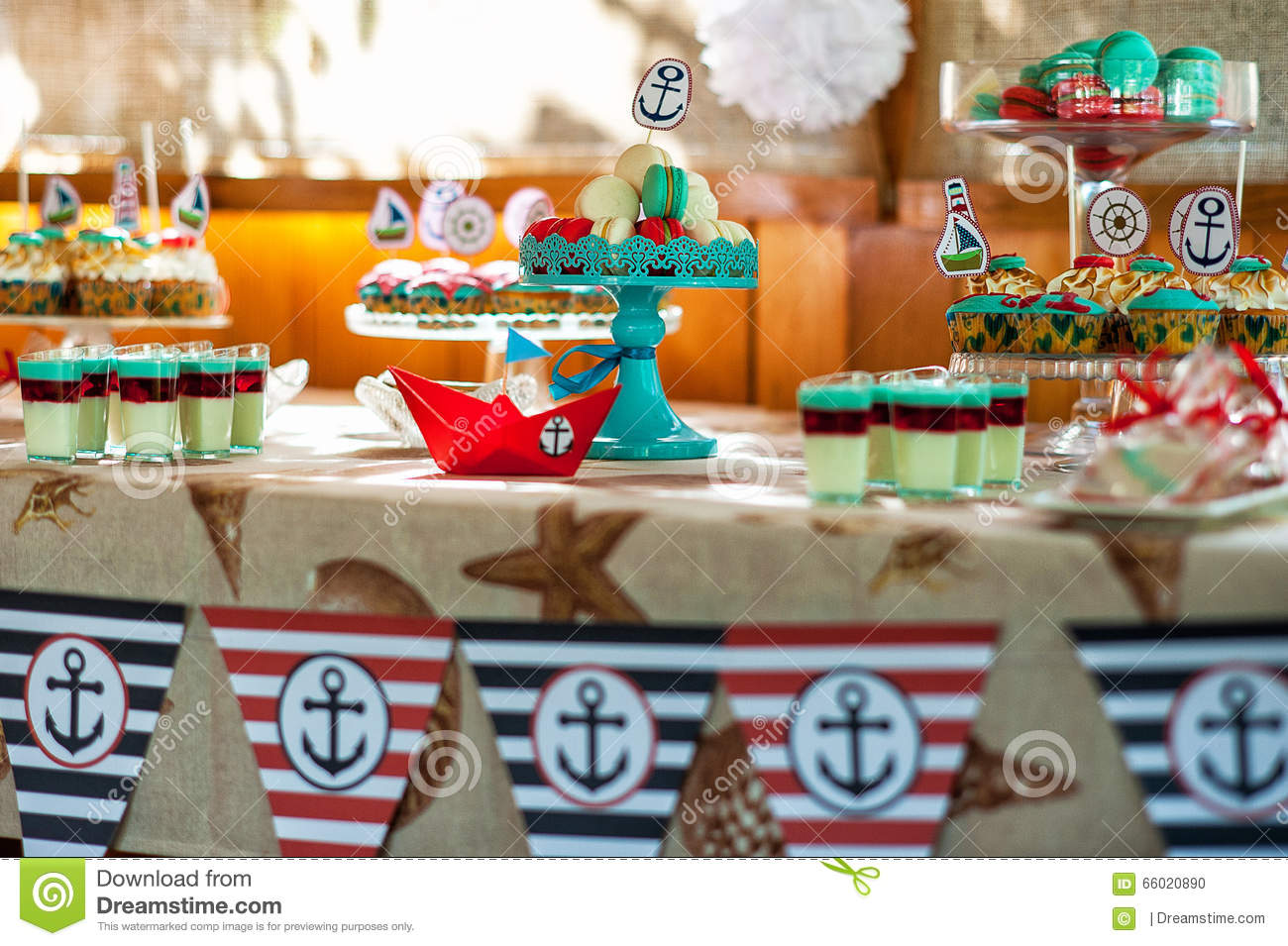 Table on the children 39 s holiday decoration table - Deco table marine ...