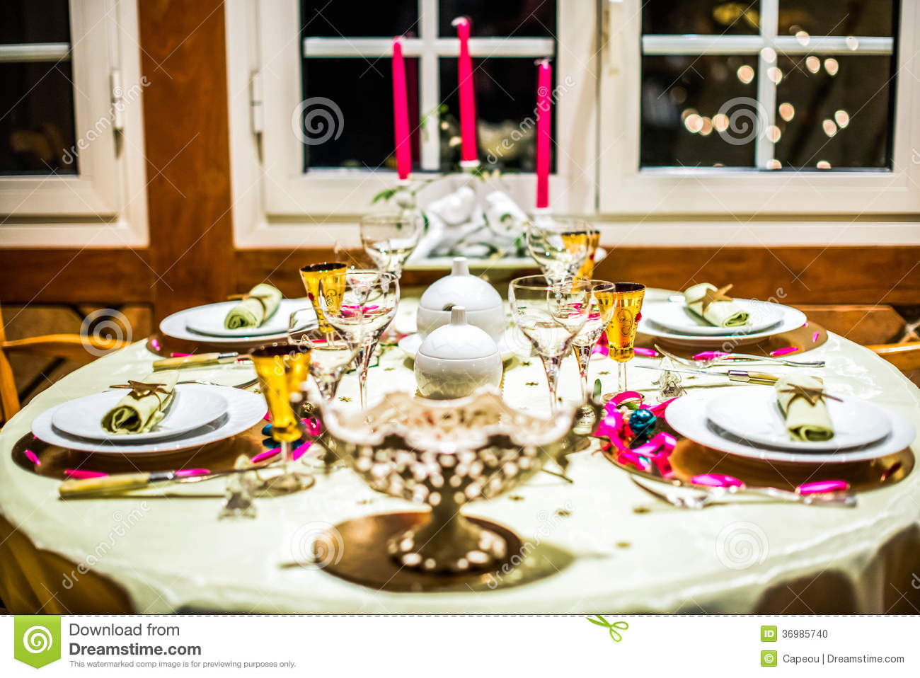 Table D Cor E Pour No L Photo Stock Image 36985740