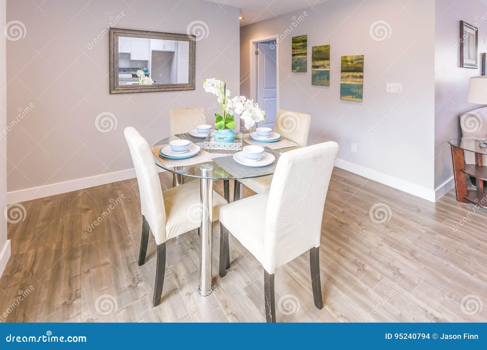 Table De Cuisine Dans La Maison Modele De La Californie Photo Stock Image Du Maison Modele 95240794
