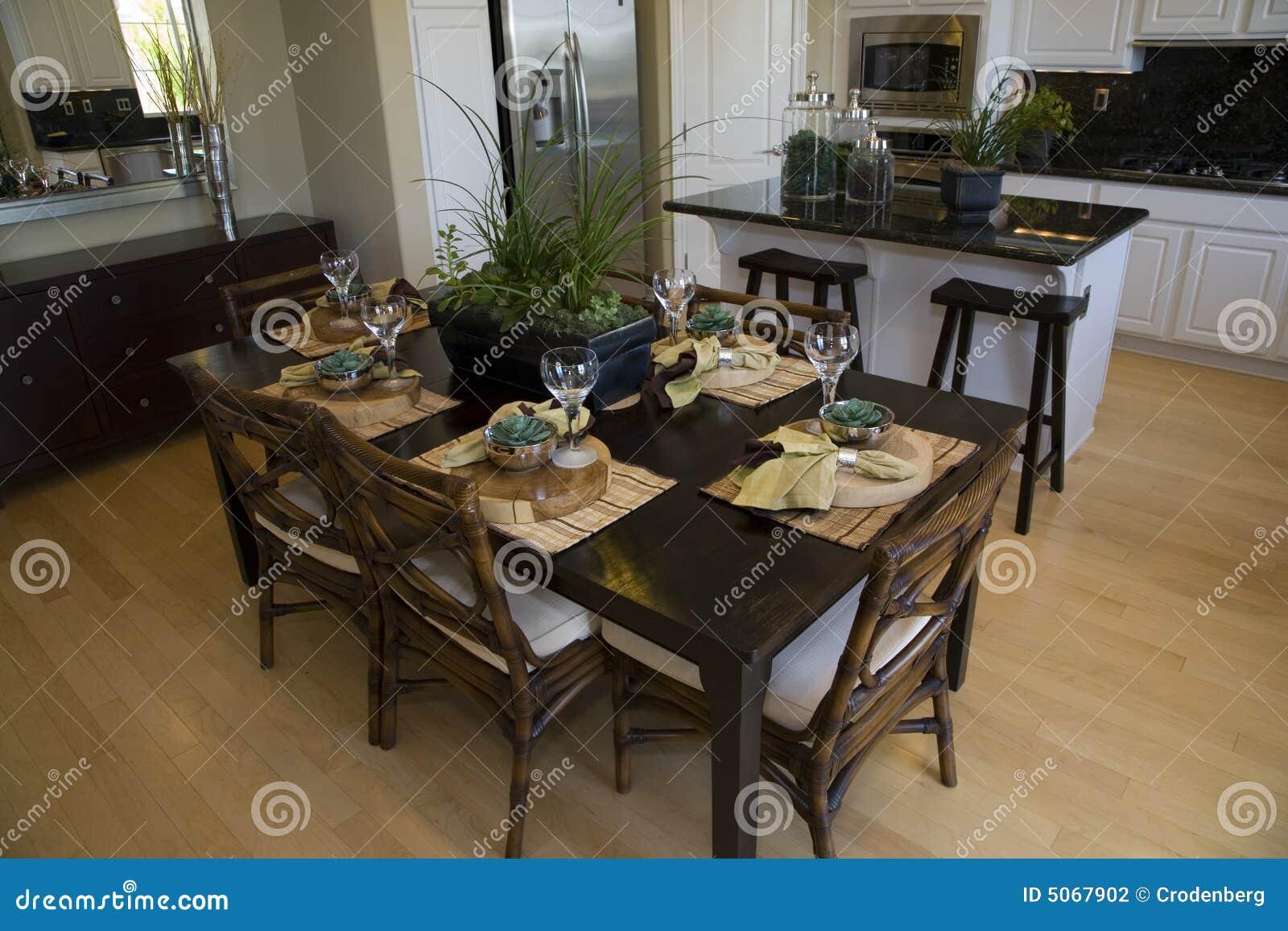 table de cuisine moderne photo stock image du pr sidence. Black Bedroom Furniture Sets. Home Design Ideas