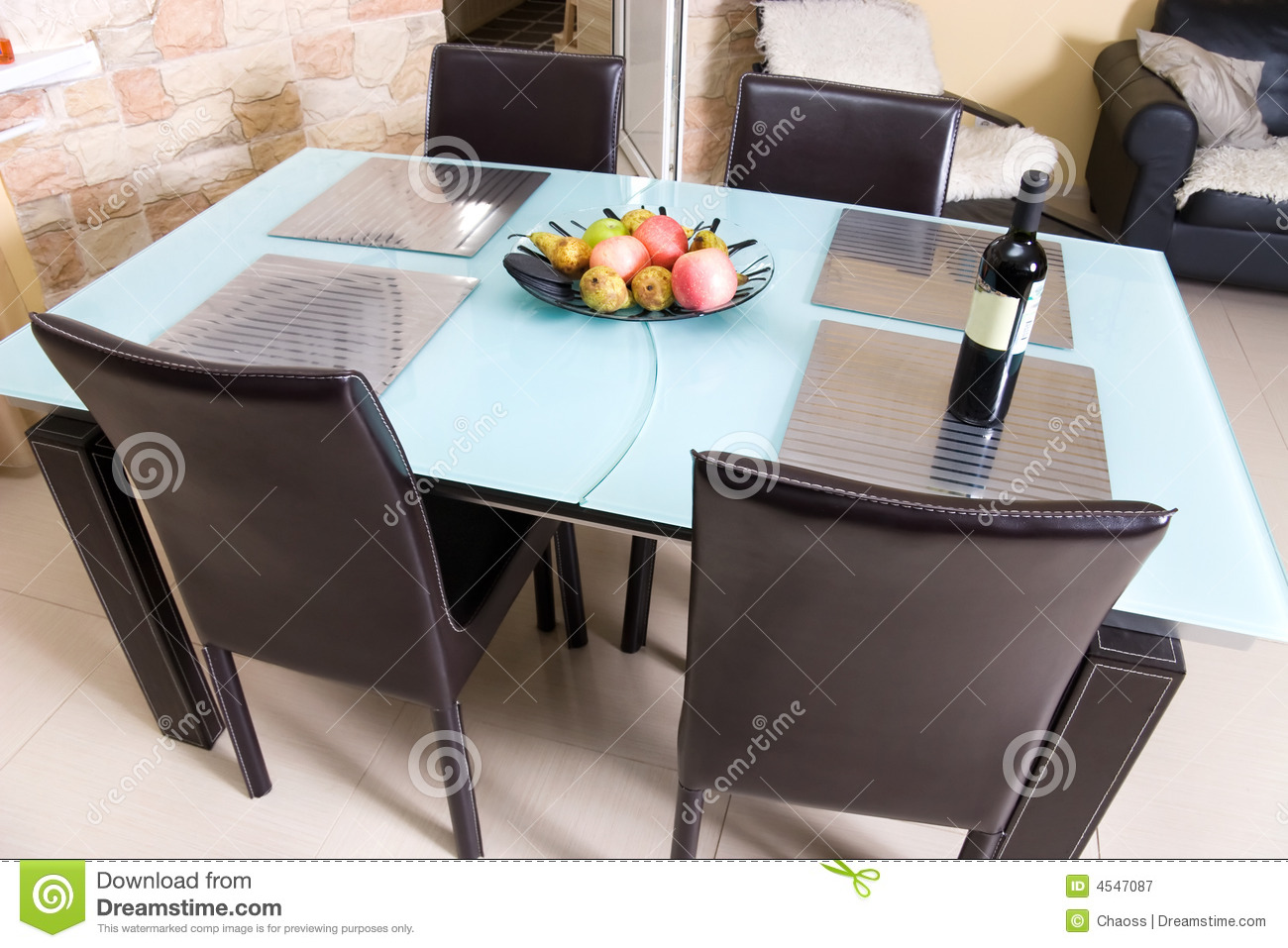 table de cuisine moderne avec des fruits un vin. Black Bedroom Furniture Sets. Home Design Ideas