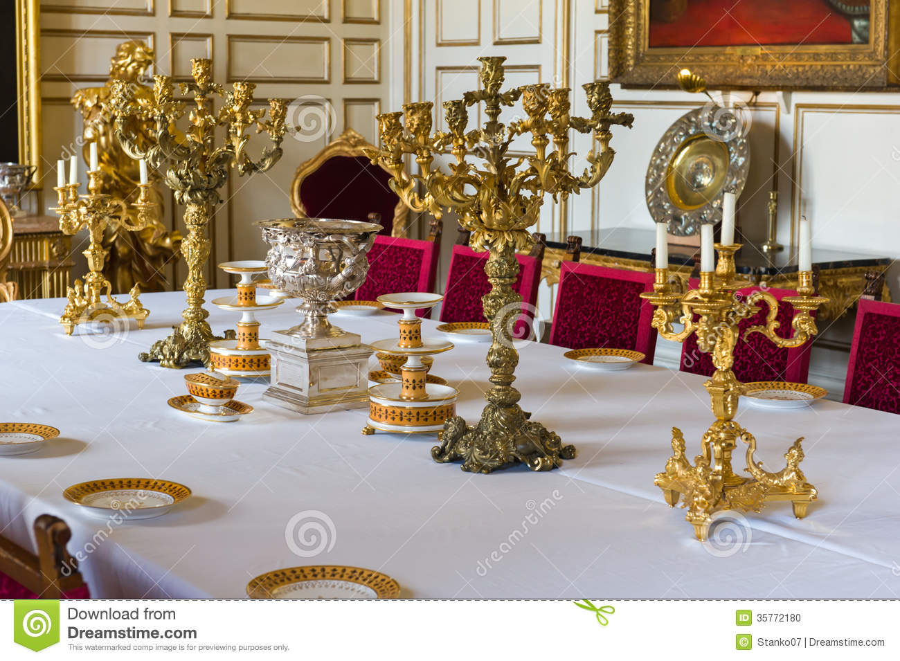 table de d ner royale photo stock image 35772180. Black Bedroom Furniture Sets. Home Design Ideas