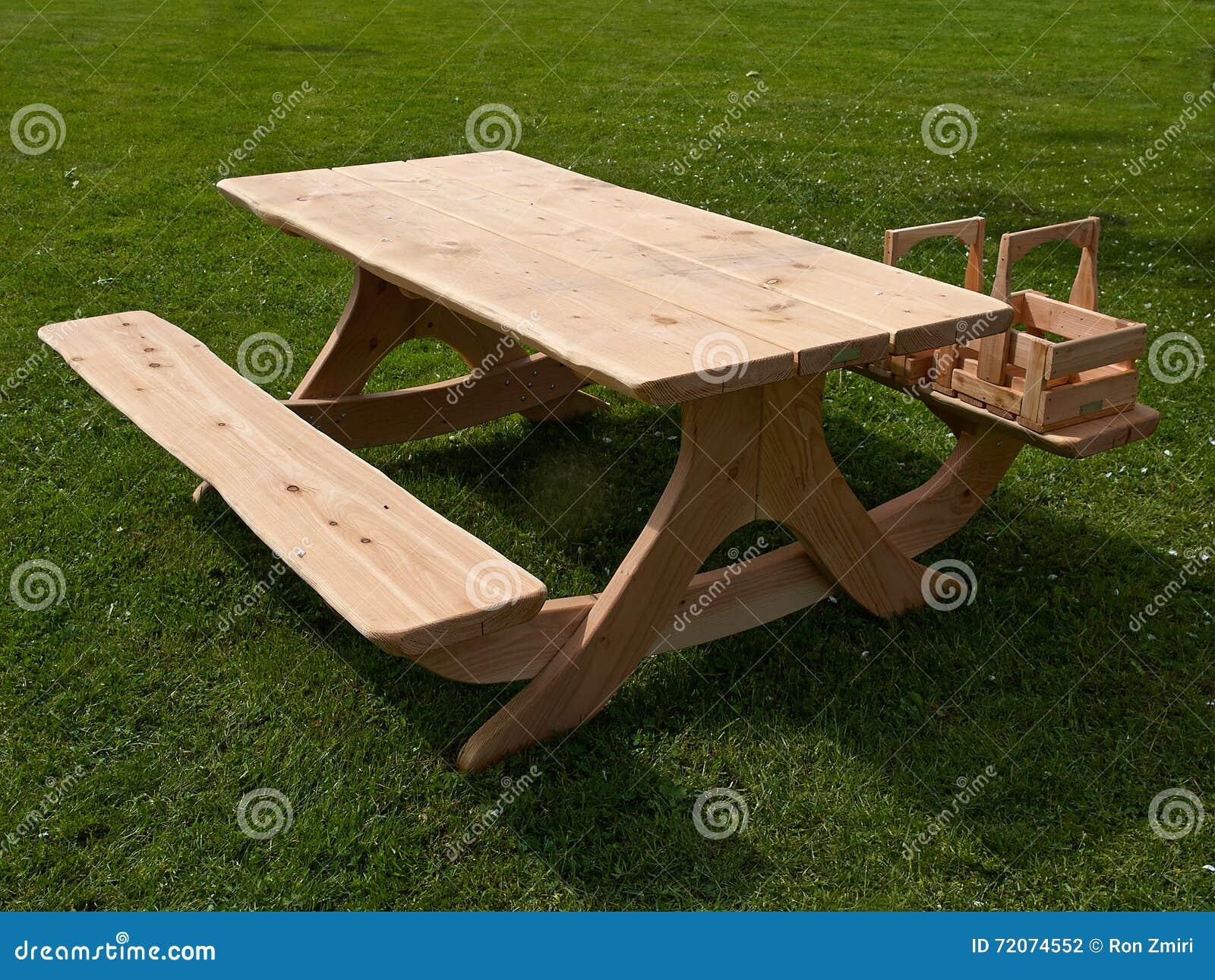 Table De Jardin De Pique-nique Faite De Bois Photo stock ...