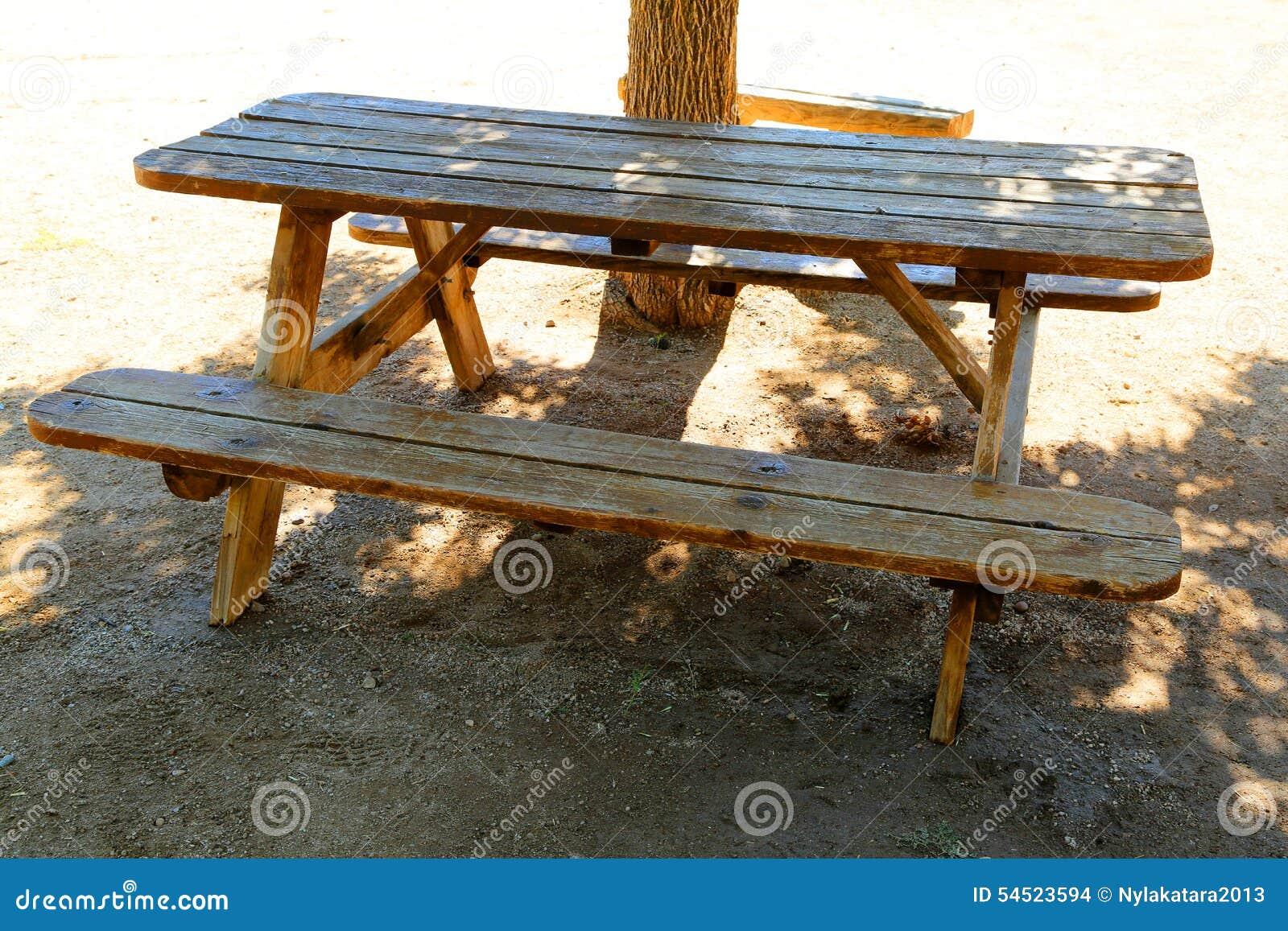 table de pique nique photo stock image 54523594. Black Bedroom Furniture Sets. Home Design Ideas