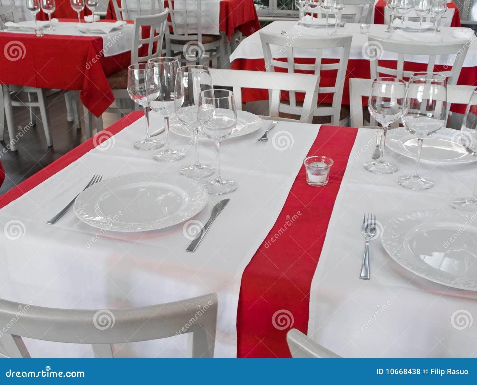 Table de restaurant photo stock image du chic diner - Table de restaurant ...