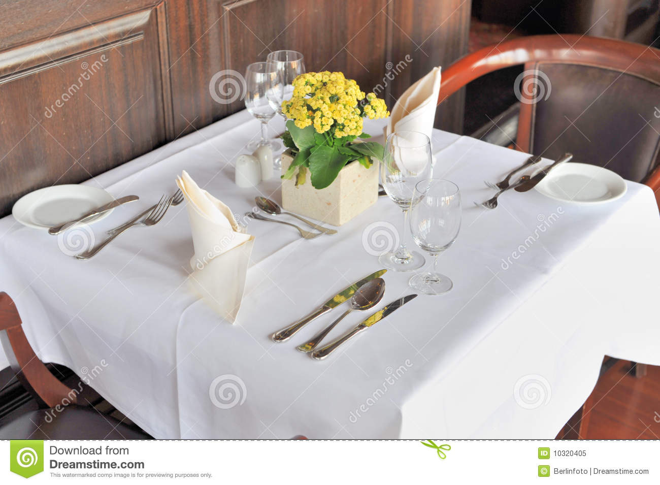 table de restaurant pour deux image stock image du d ner fine 10320405. Black Bedroom Furniture Sets. Home Design Ideas