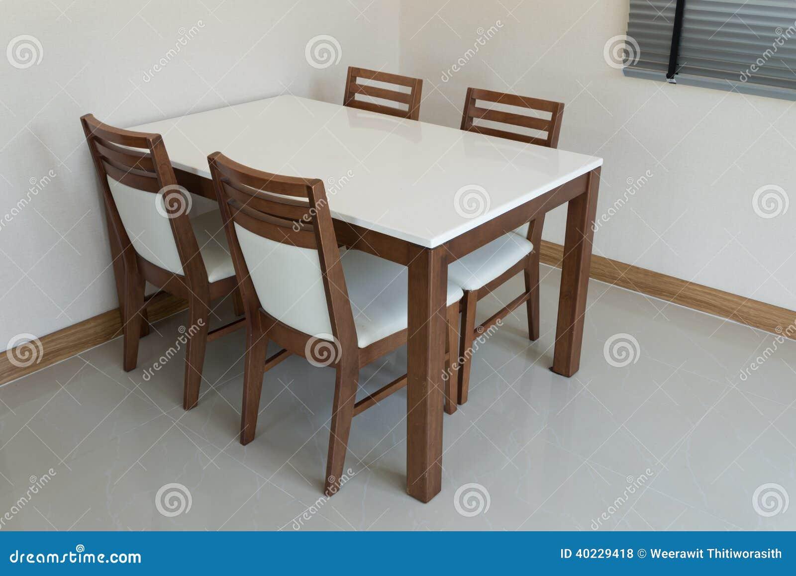 table de salle manger en bois photo stock image du conception fleur 40229418. Black Bedroom Furniture Sets. Home Design Ideas