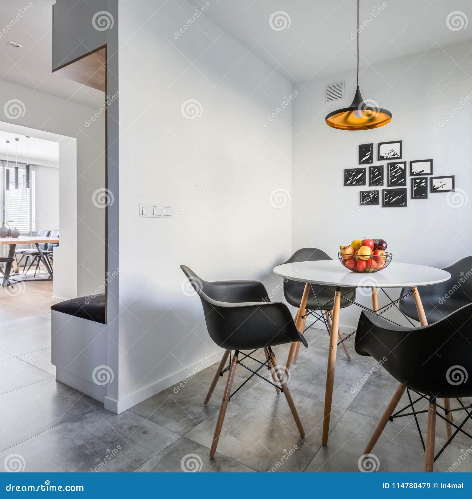 Table De Salle à Manger Ronde Image Stock Image Du Maison