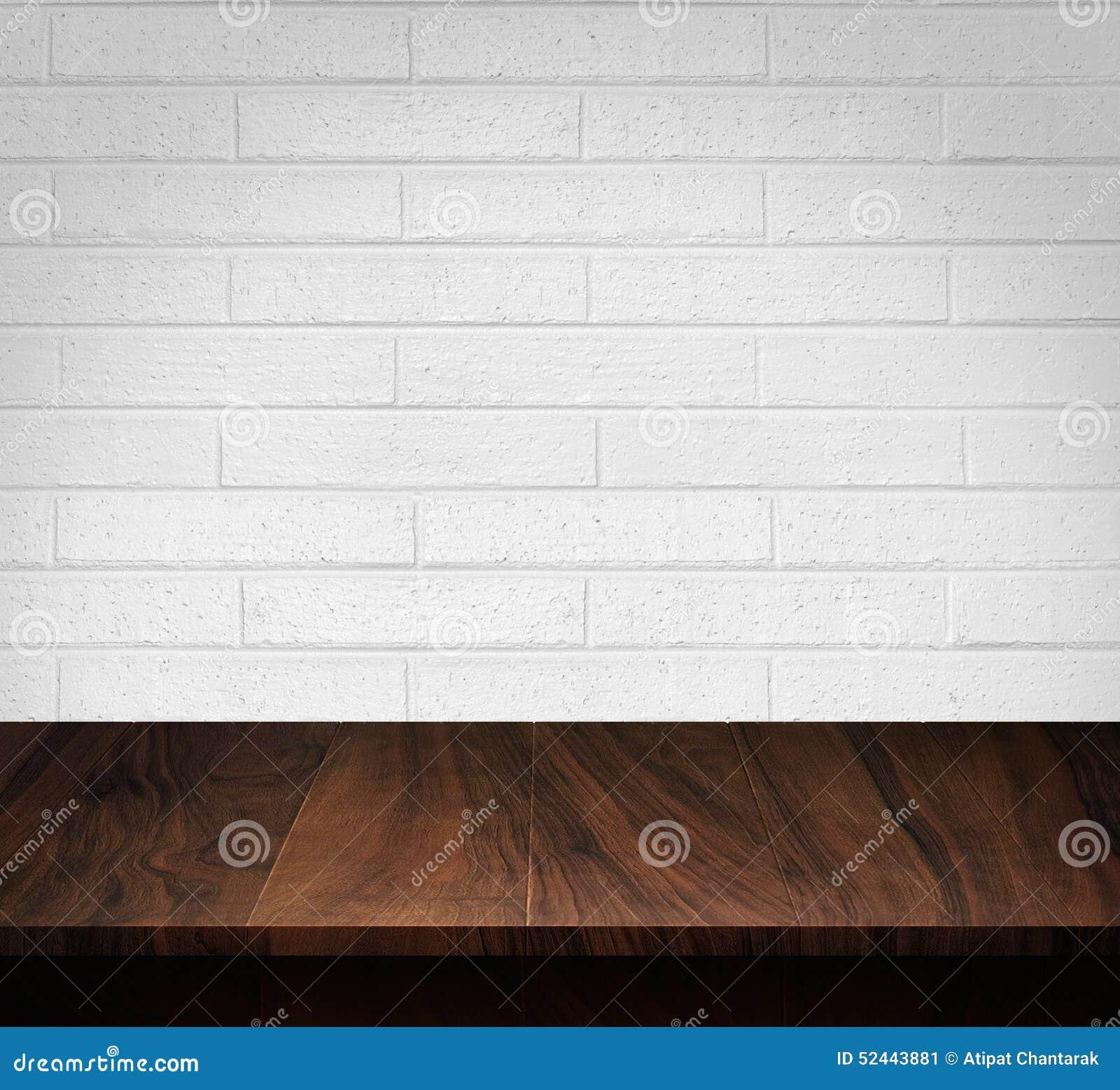 table en bois avec le fond blanc de mur de briques image stock image du blanc tabletop 52443881. Black Bedroom Furniture Sets. Home Design Ideas