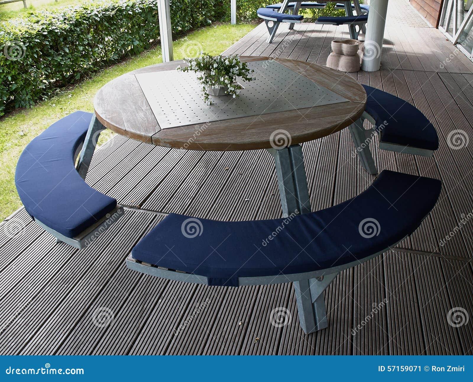 Table Bois Metal Exterieur table en bois grand en métal rond de conception moderne