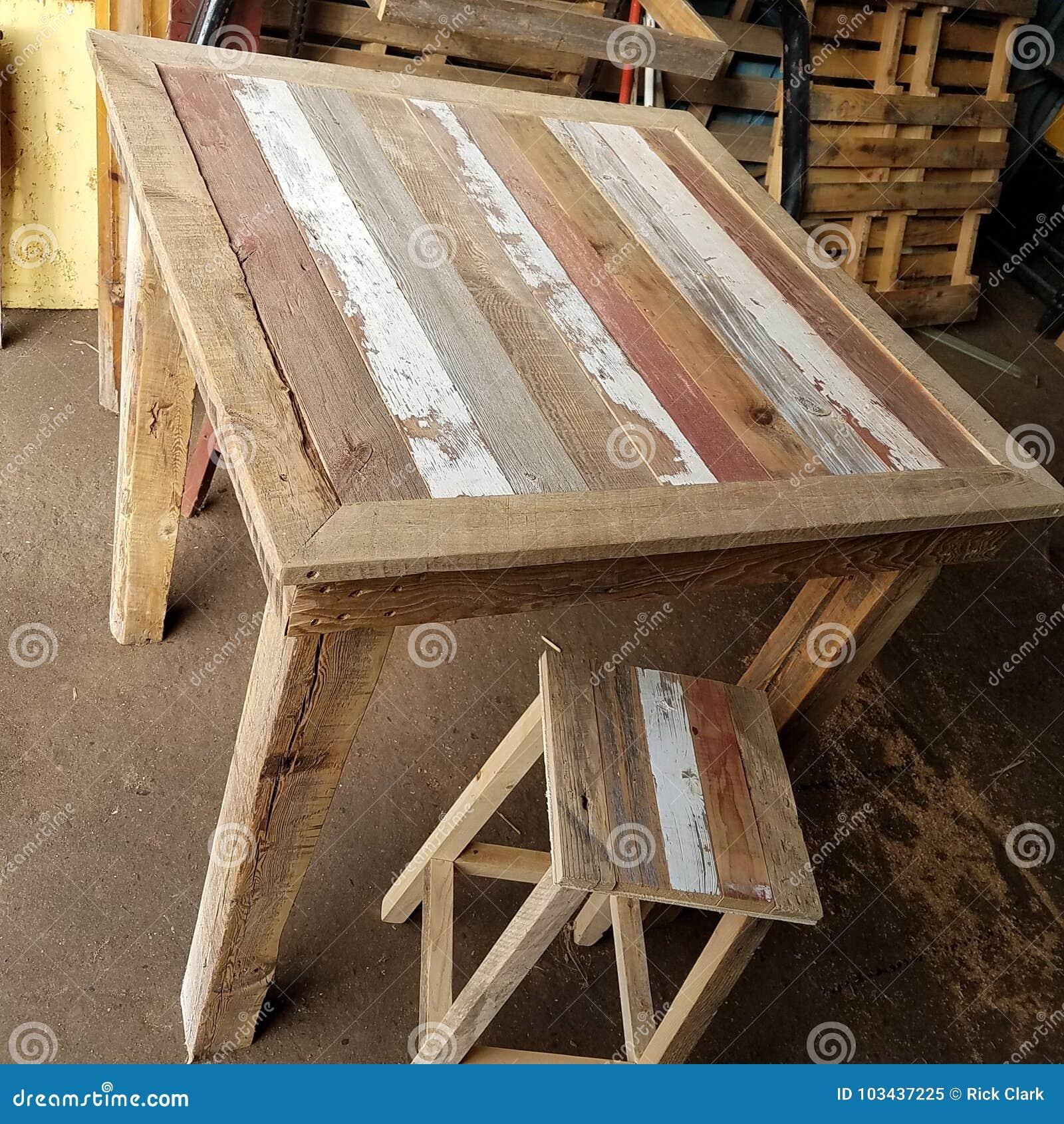 Table en bois reprise de bar