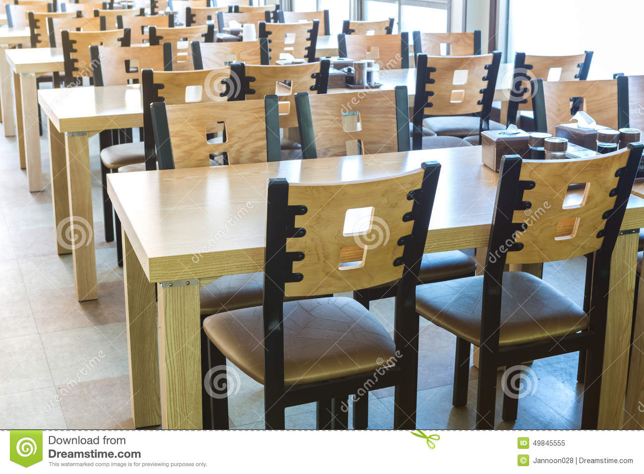 Table et chaise en bois au restaurant photo stock image 49845555 - Table et chaise bois ...