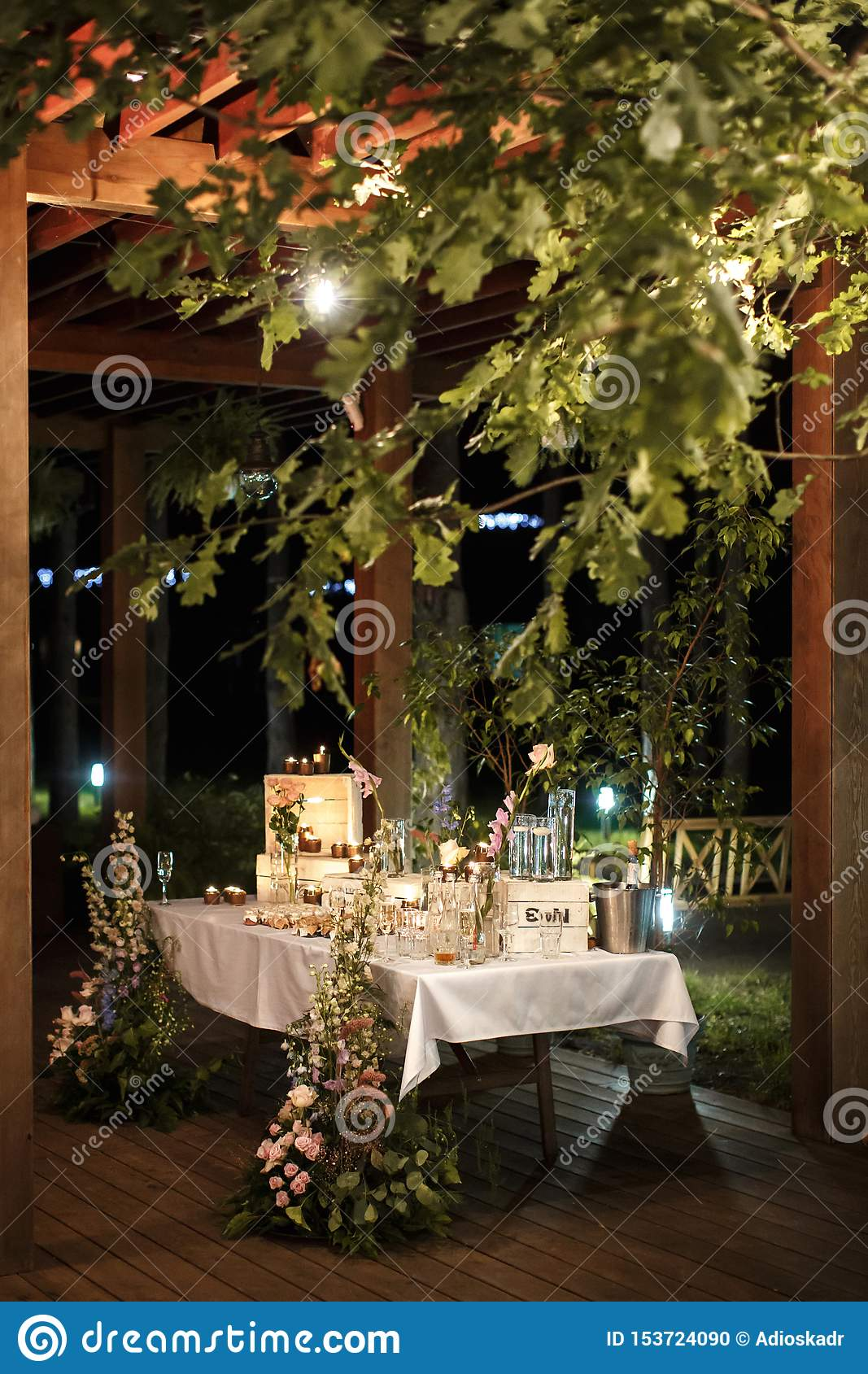 Table for gifts to guests at the wedding