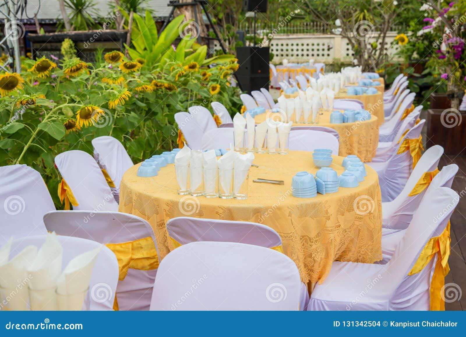 Table mise pour un mariage ou un dîner approvisionné différent d événement, table l épousant de luxe