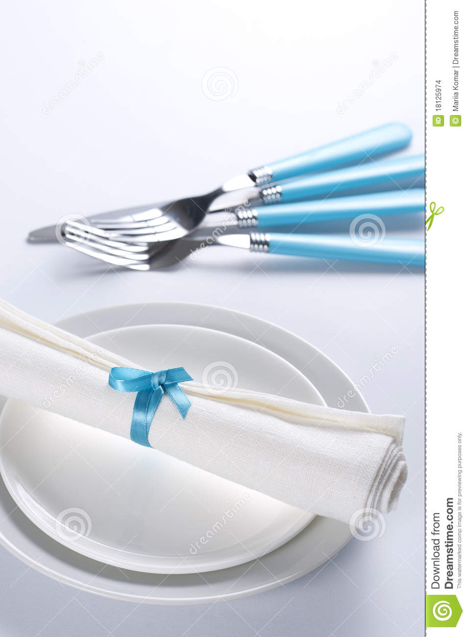 Table Setting In Blue And White Stock Images Image 18125974