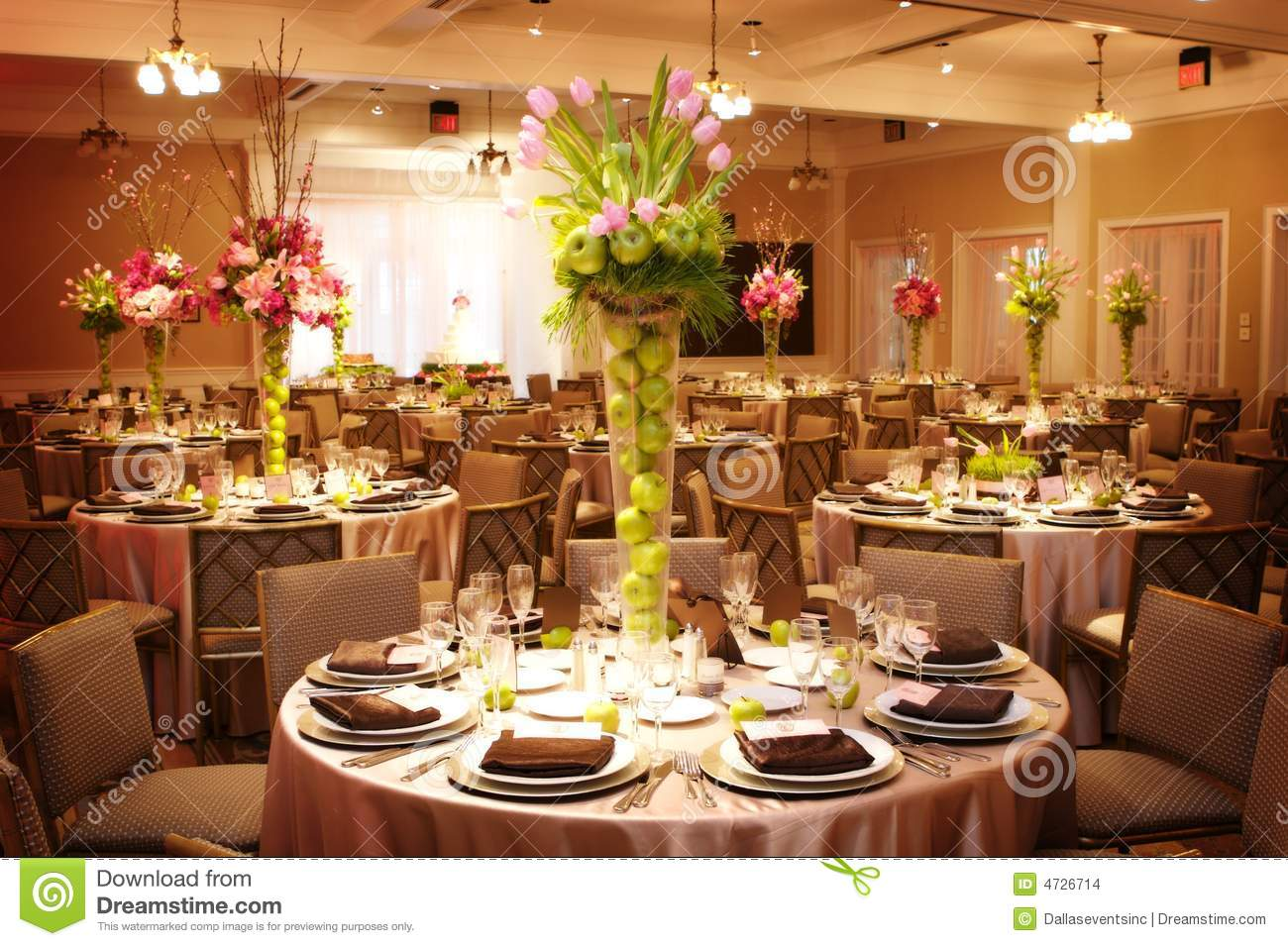 Dinner table setting ideas romantic dinner table setting ideas - Table Setting At A Luxury Wedding Reception Stock Images