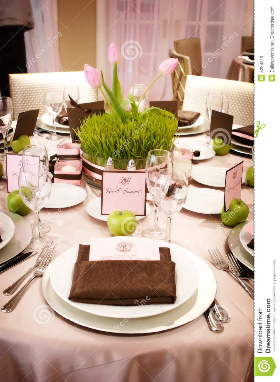 Table setting at a luxury wedding reception. Fabric beauty. & Table Setting At A Luxury Wedding Reception Stock Photo - Image of ...