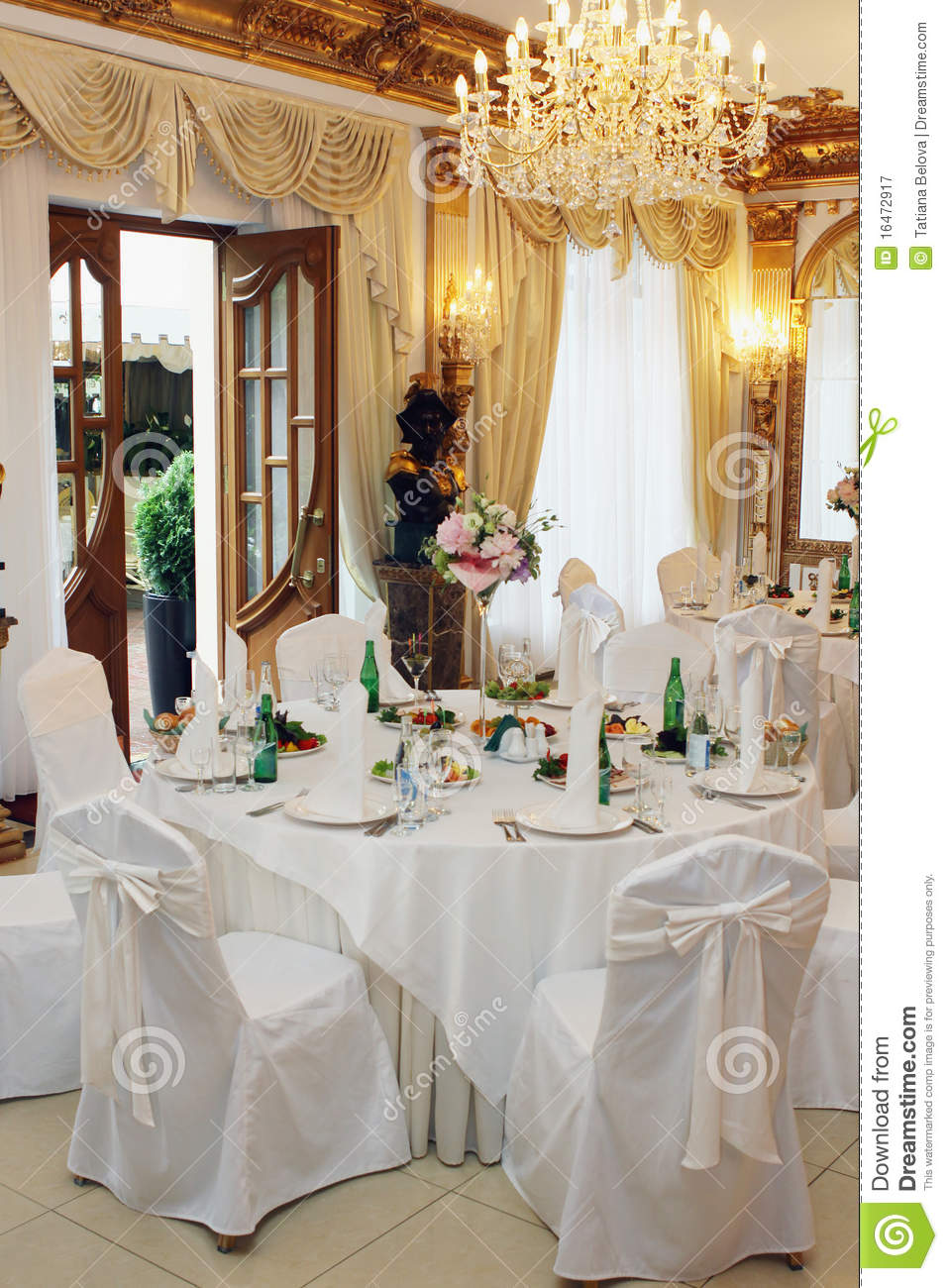Table setting at a wedding reception royalty free stock for Wedding photography settings