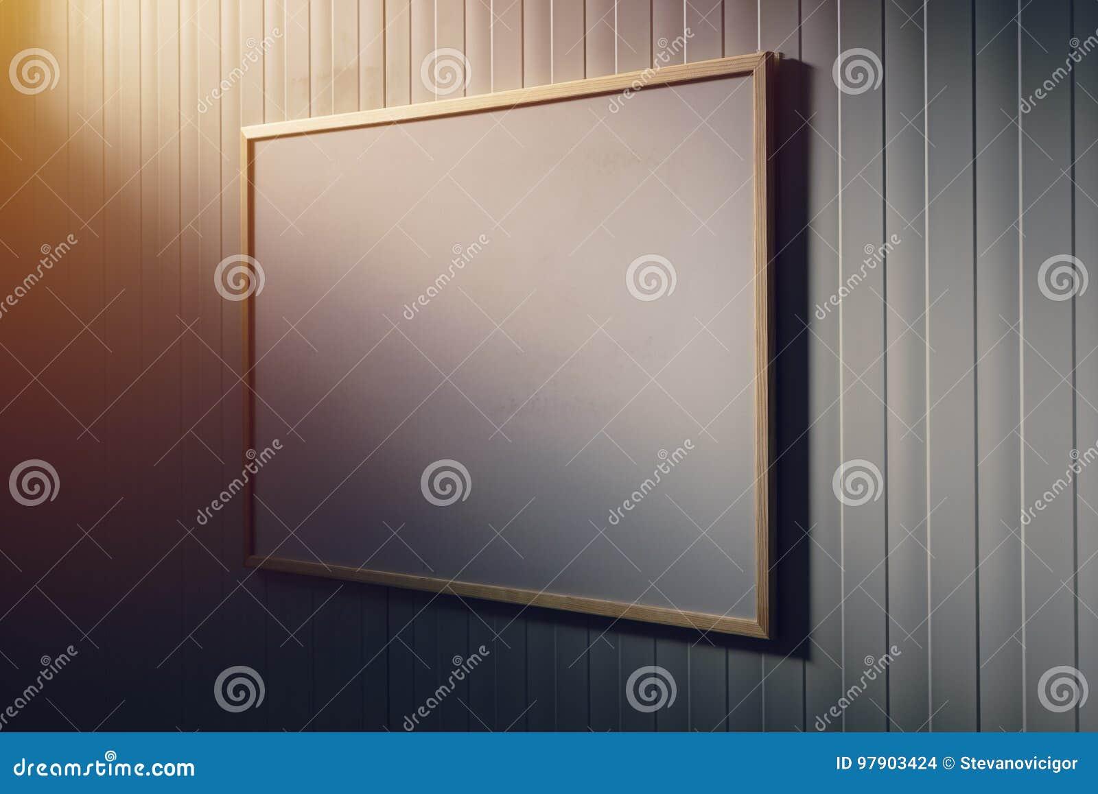 Tableau blanc vide dans le bureau panneau blanc comme espace de