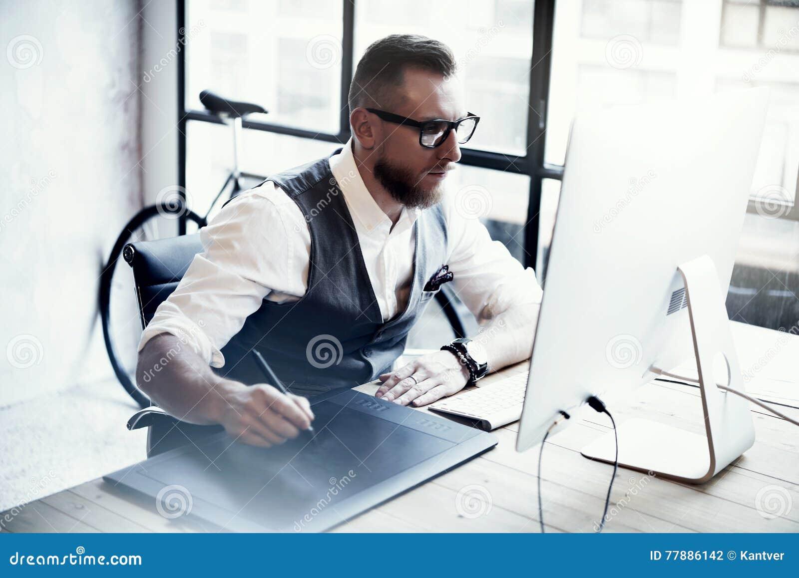 Tableau créatif barbu en bois d ordinateur de bureau de tablette
