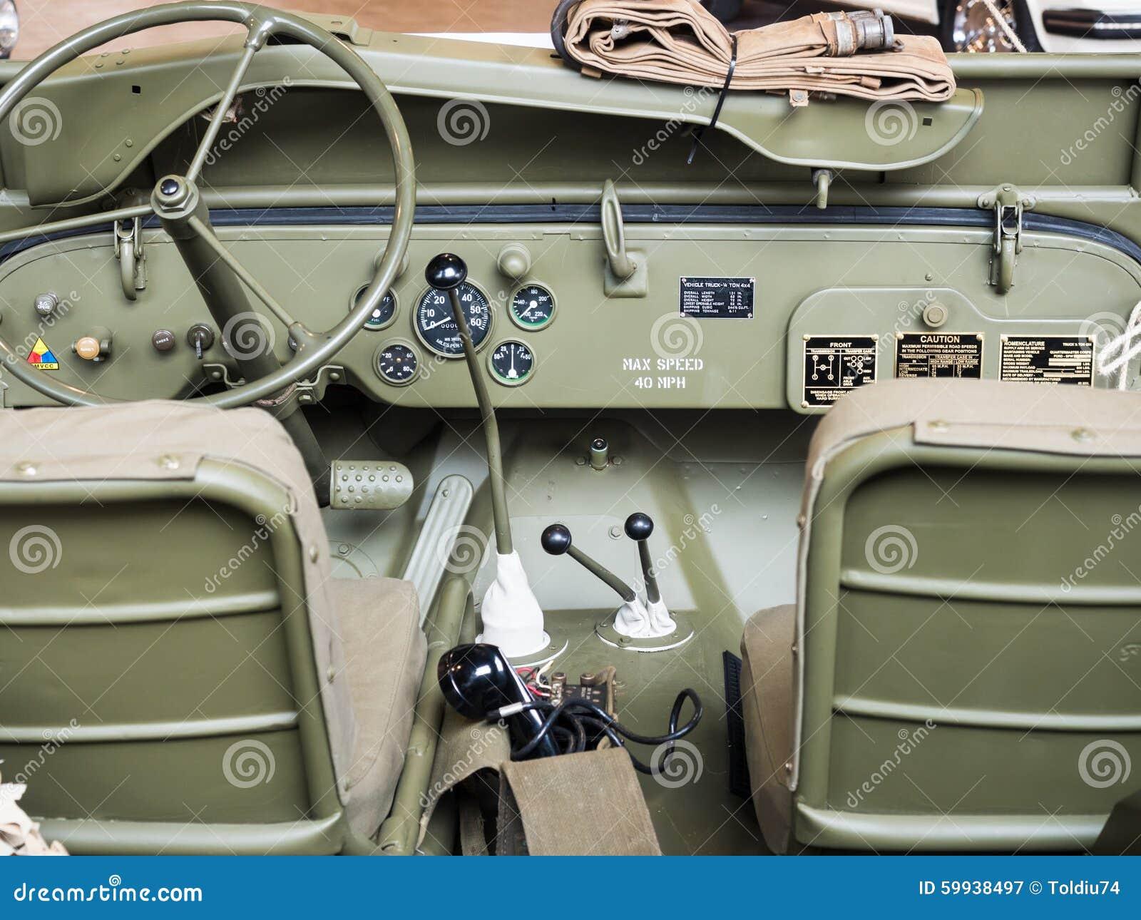 tableau de bord d 39 une vieille jeep militaire photo stock. Black Bedroom Furniture Sets. Home Design Ideas