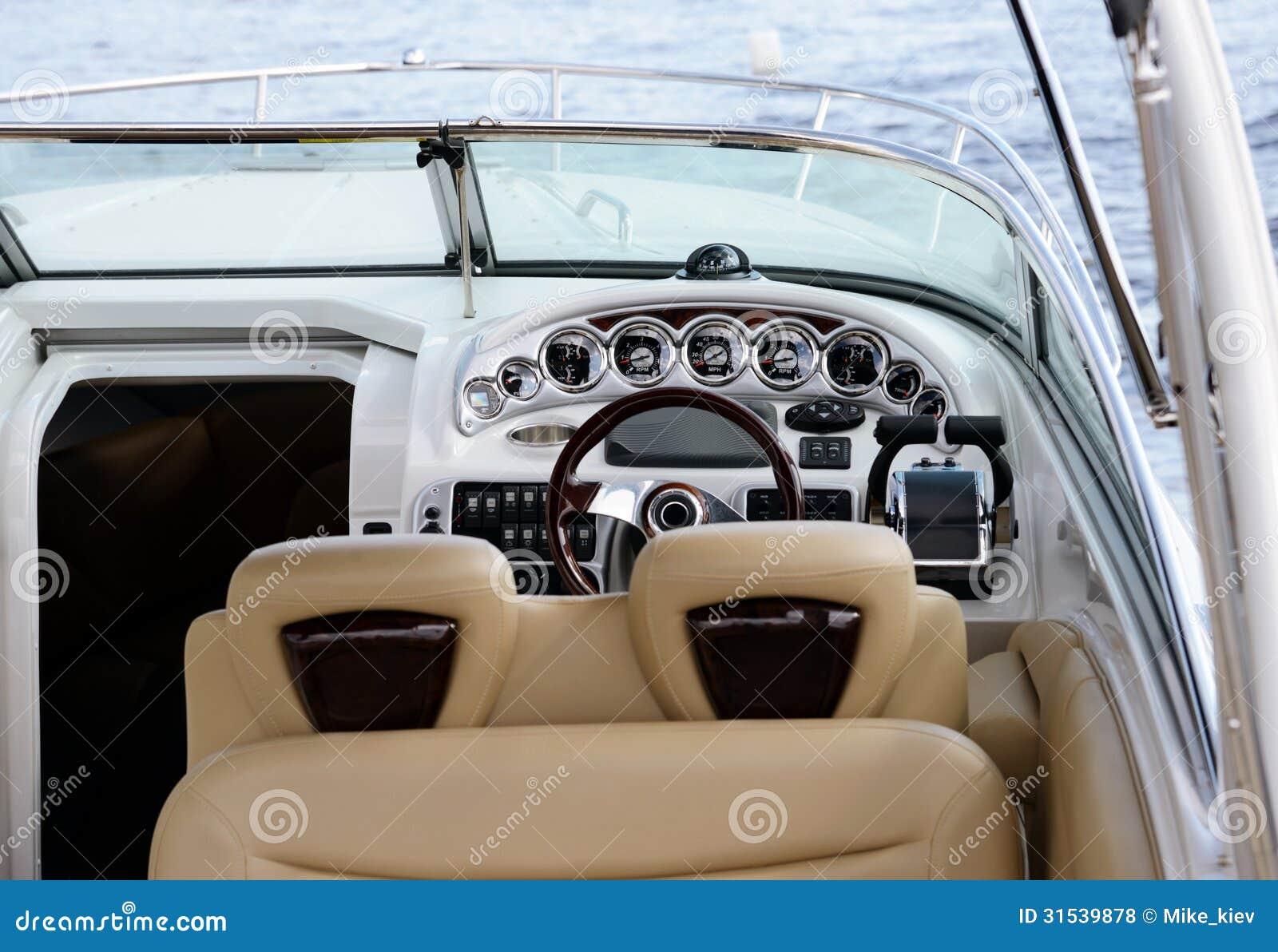 Plus d`images similaires à ` tableau de bord de bateau `