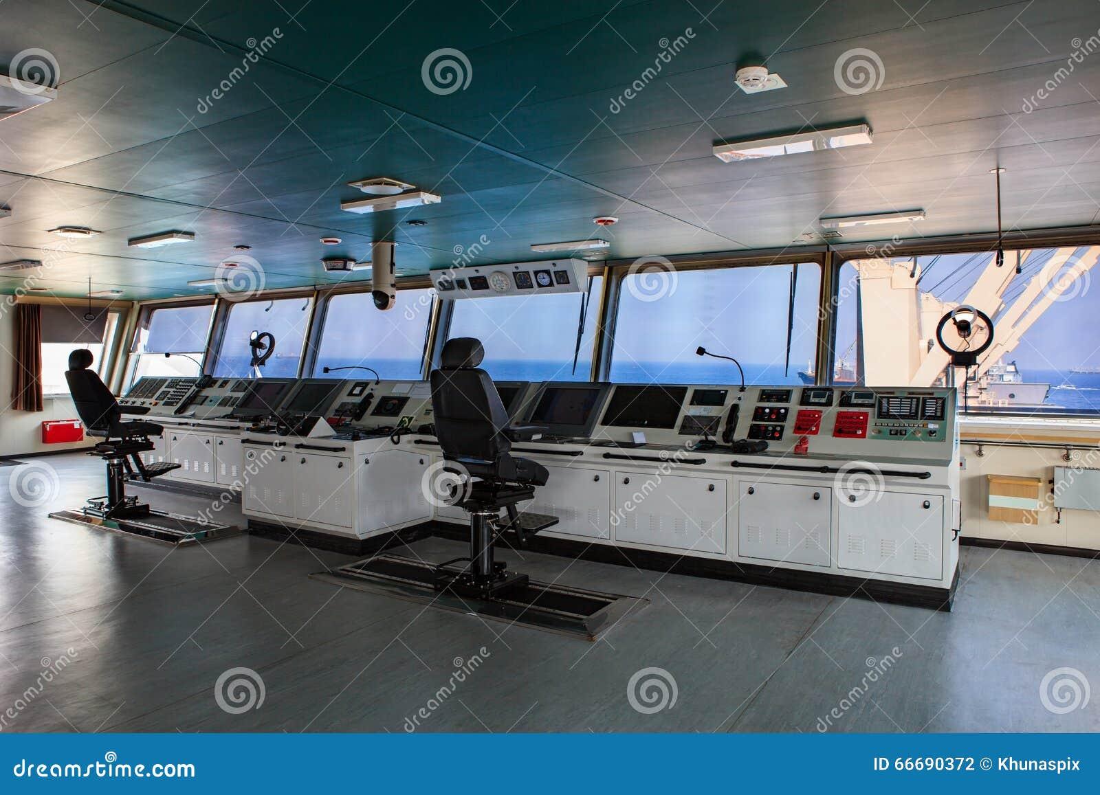 tableau de commande de timonerie du bateau moderne d 39 industrie s 39 approchant photo stock. Black Bedroom Furniture Sets. Home Design Ideas
