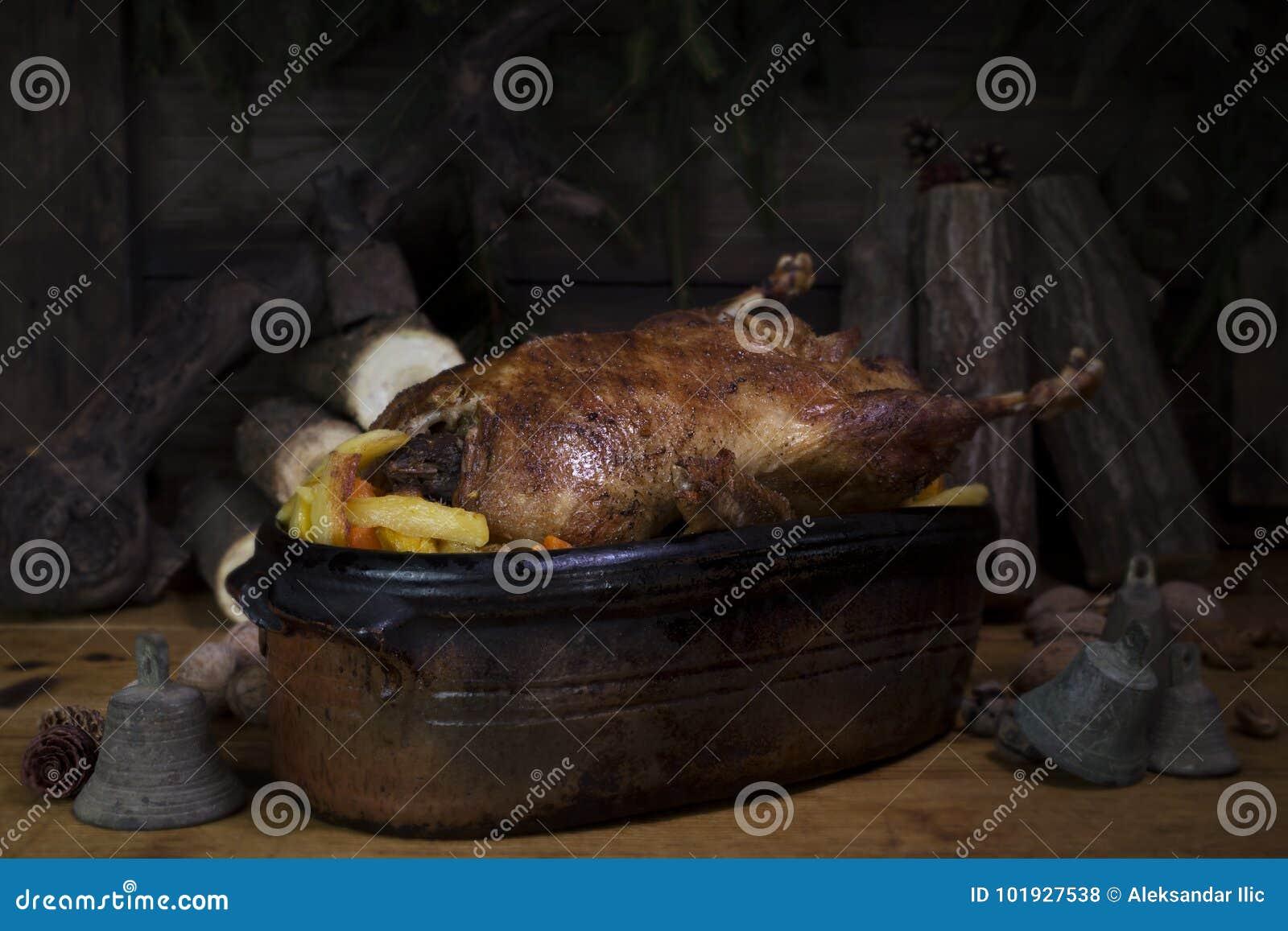 Tableau de Duck Roast At The Wooden de Noël avec les rondins et le pin en bois