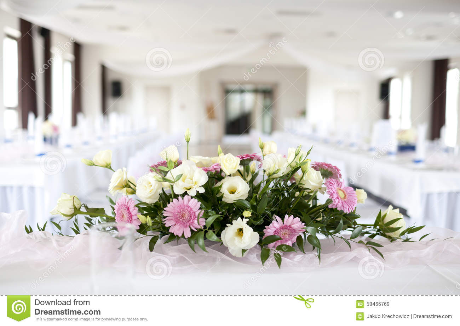 tableau de mariage avec le bouquet des fleurs image stock - image du