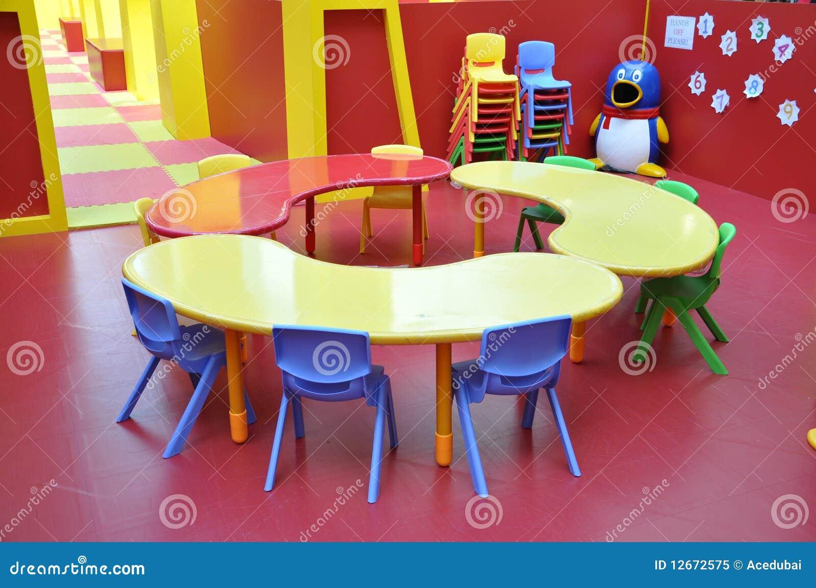Tableau de terrain de jeux d 39 enfants de jardin d 39 enfants - Table de jardin enfants ...