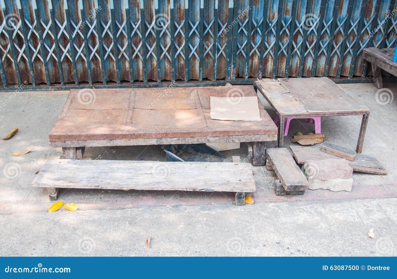 Download Tableau et chaise photo stock. Image du thaï, thailand - 63087500