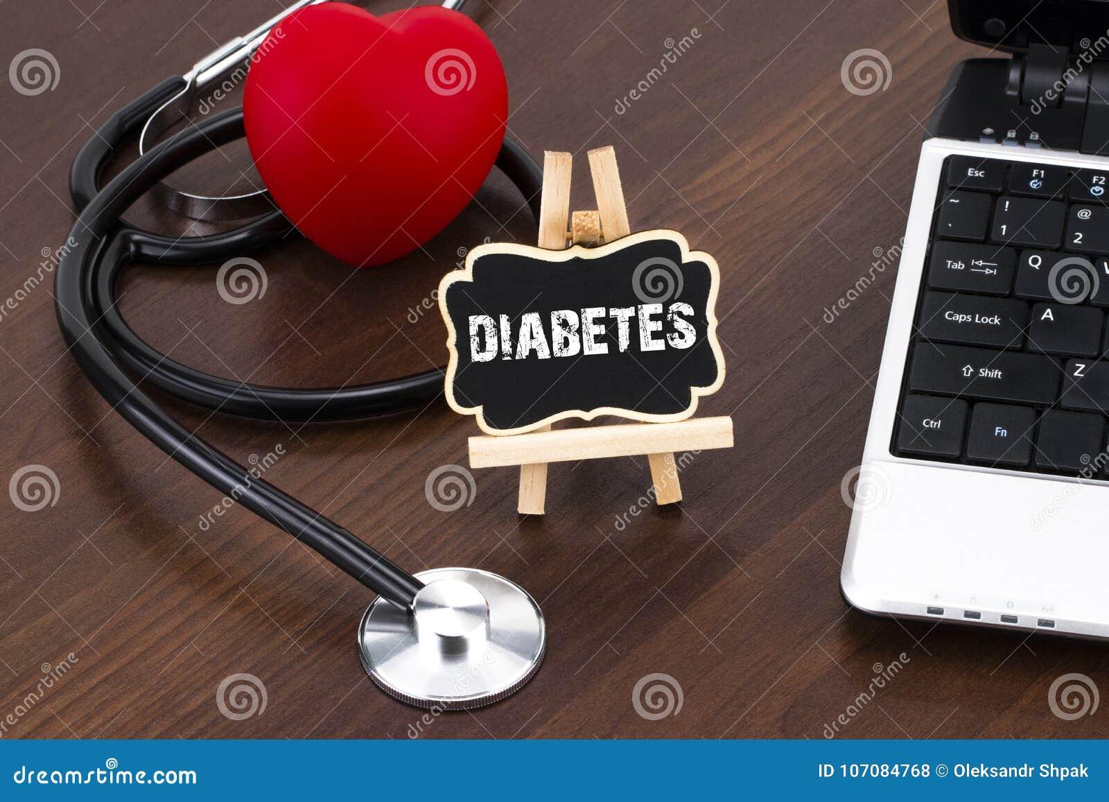 Tableau noir avec du diabète et le stéthoscope de mot stéthoscope réglé d argent de médecine de mensonges de concept