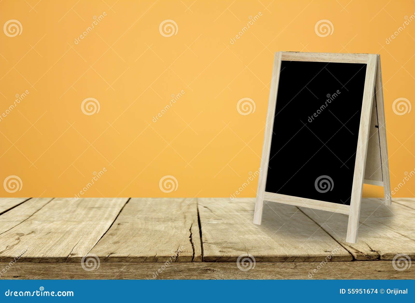 Tableau Noir De Trépied Dans La Chambre Intérieure Avec Le Fond ...