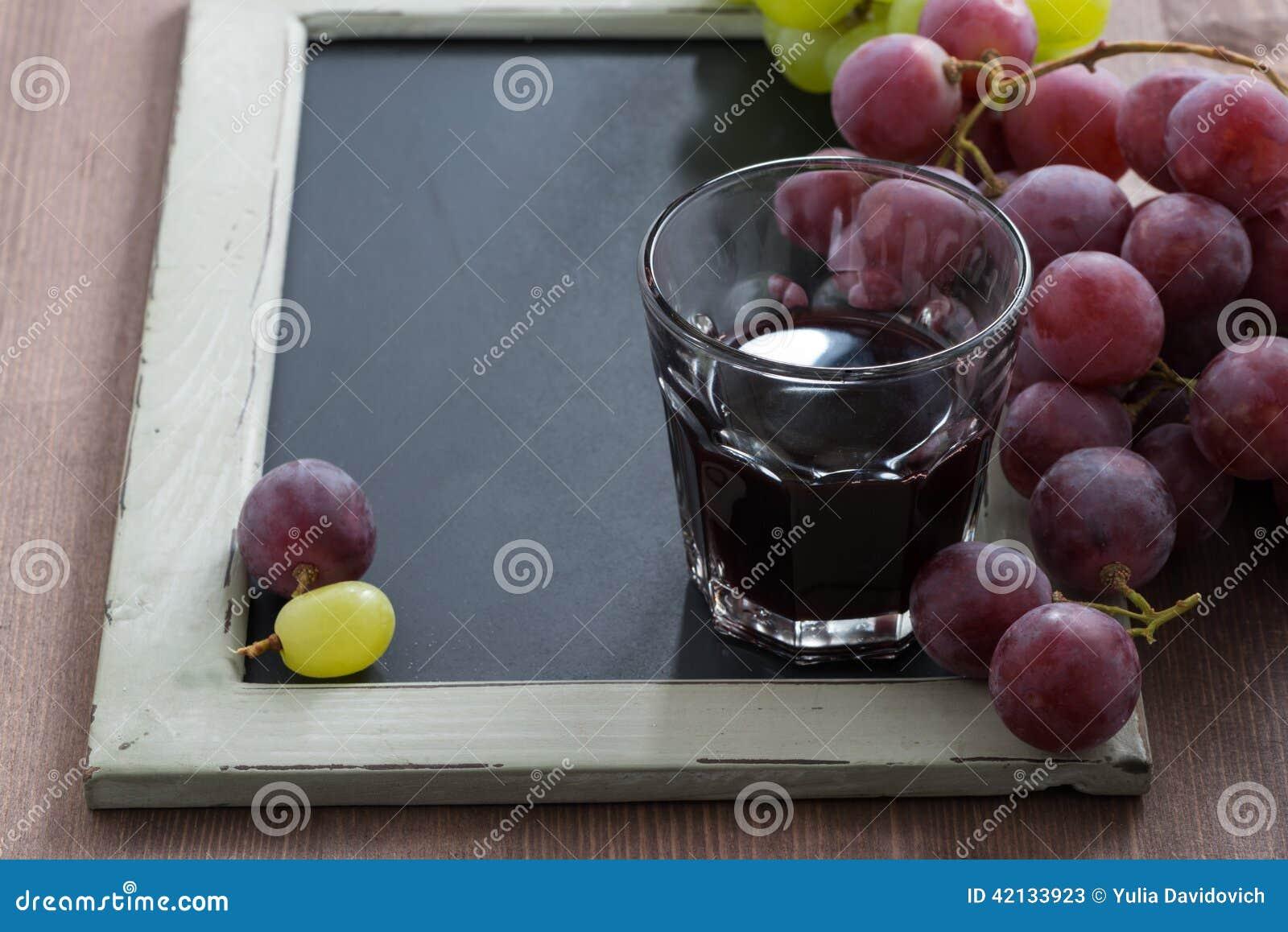 Tableau noir pour crire verre de vin rouge et raisins - Tableau pour ecrire ...