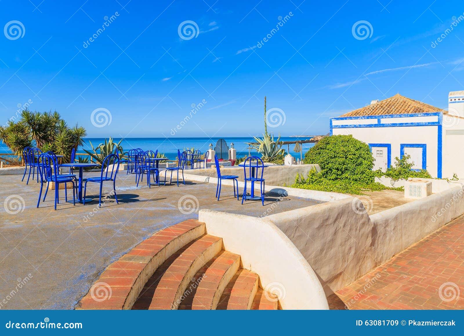 Download Tableaux Avec Des Chaises D'un Restaurant Image stock - Image du maison, nature: 63081709