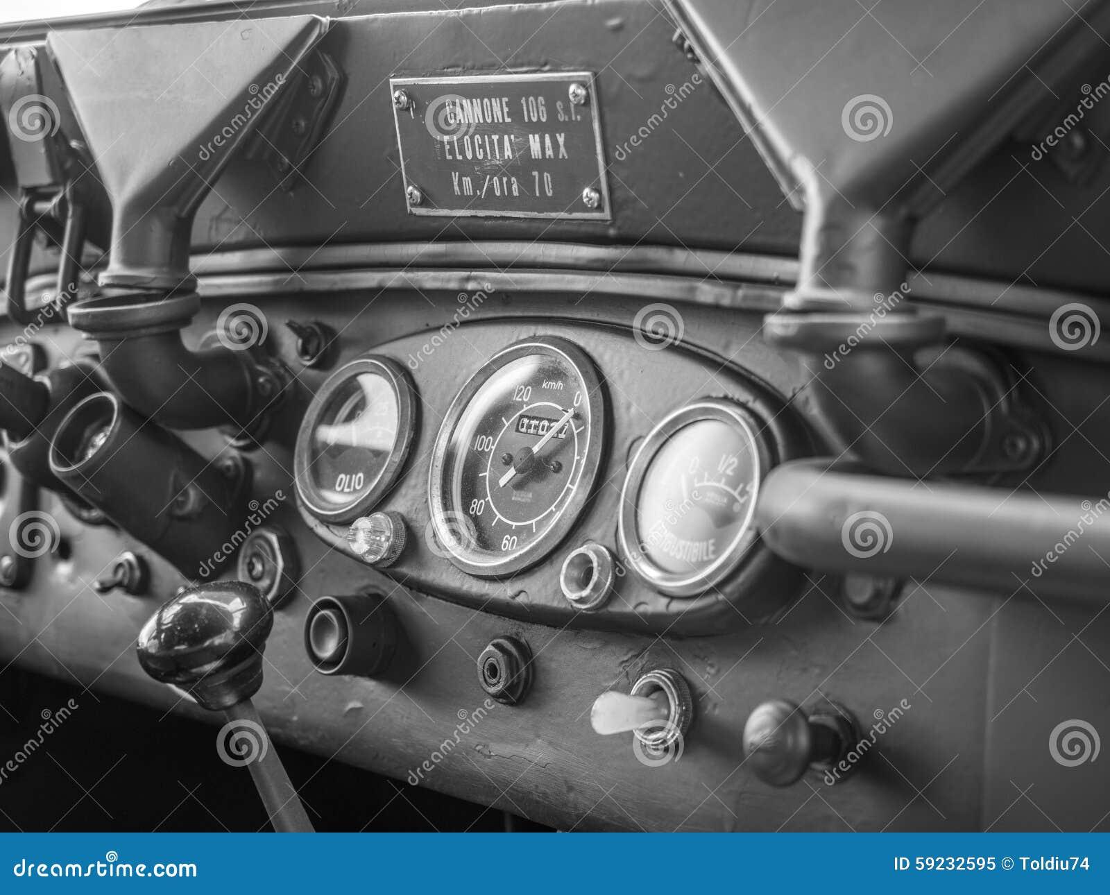 Download Tablero De Instrumentos De Un Jeep Militar Viejo Imagen de archivo - Imagen de italiano, engranajes: 59232595